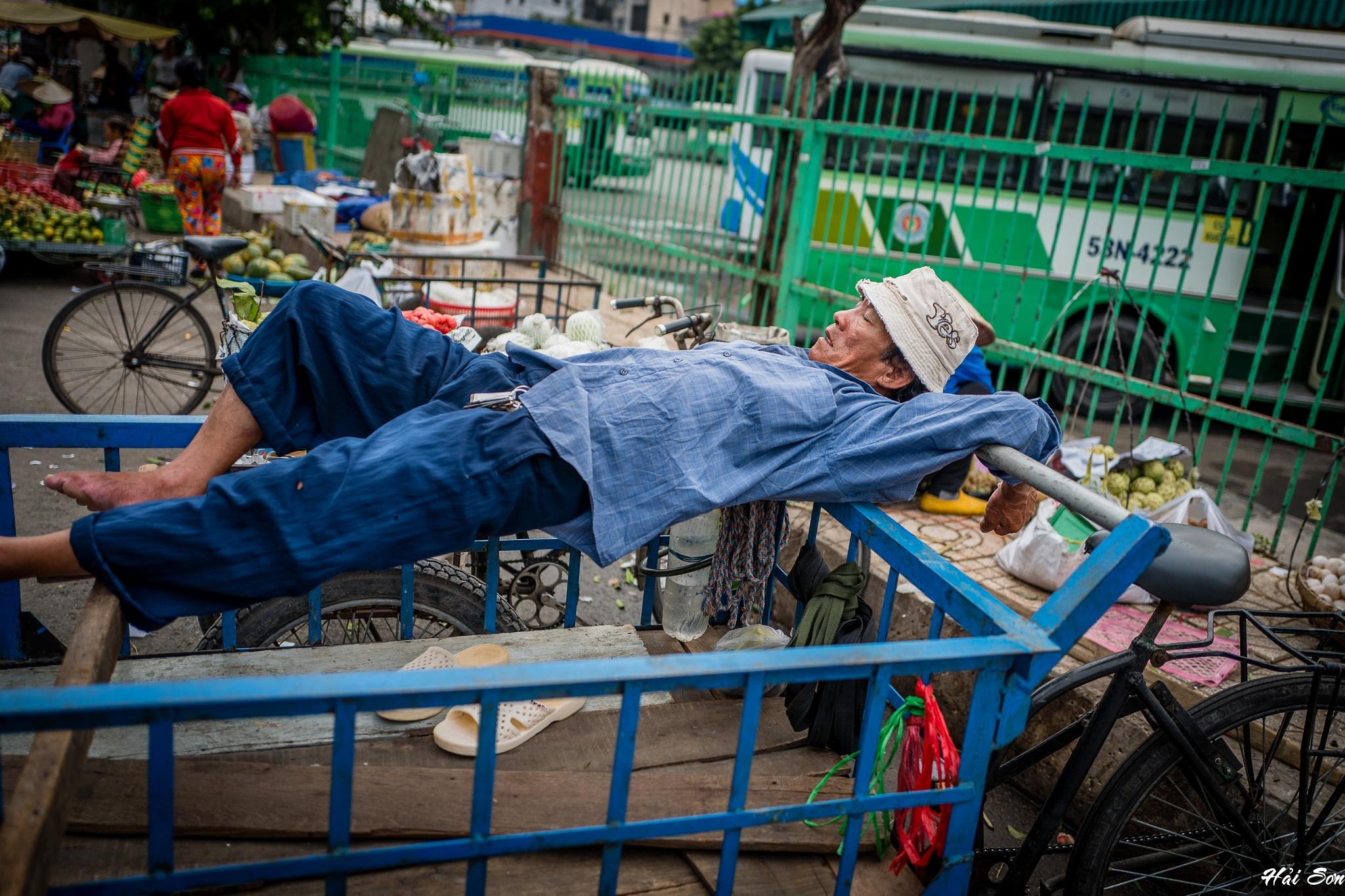 Take a nap by Hải Sơn