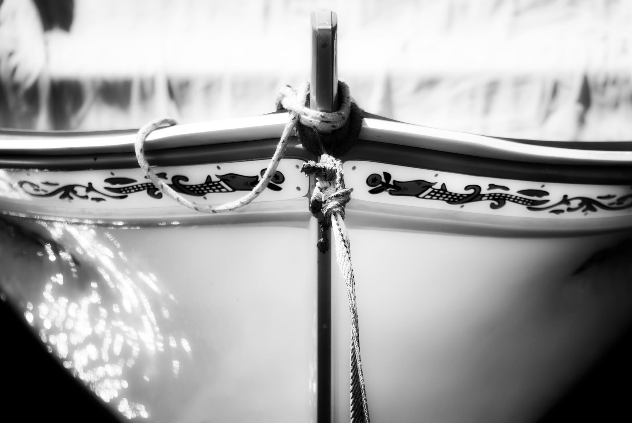 The bow of a small fishing boat by lupideloop