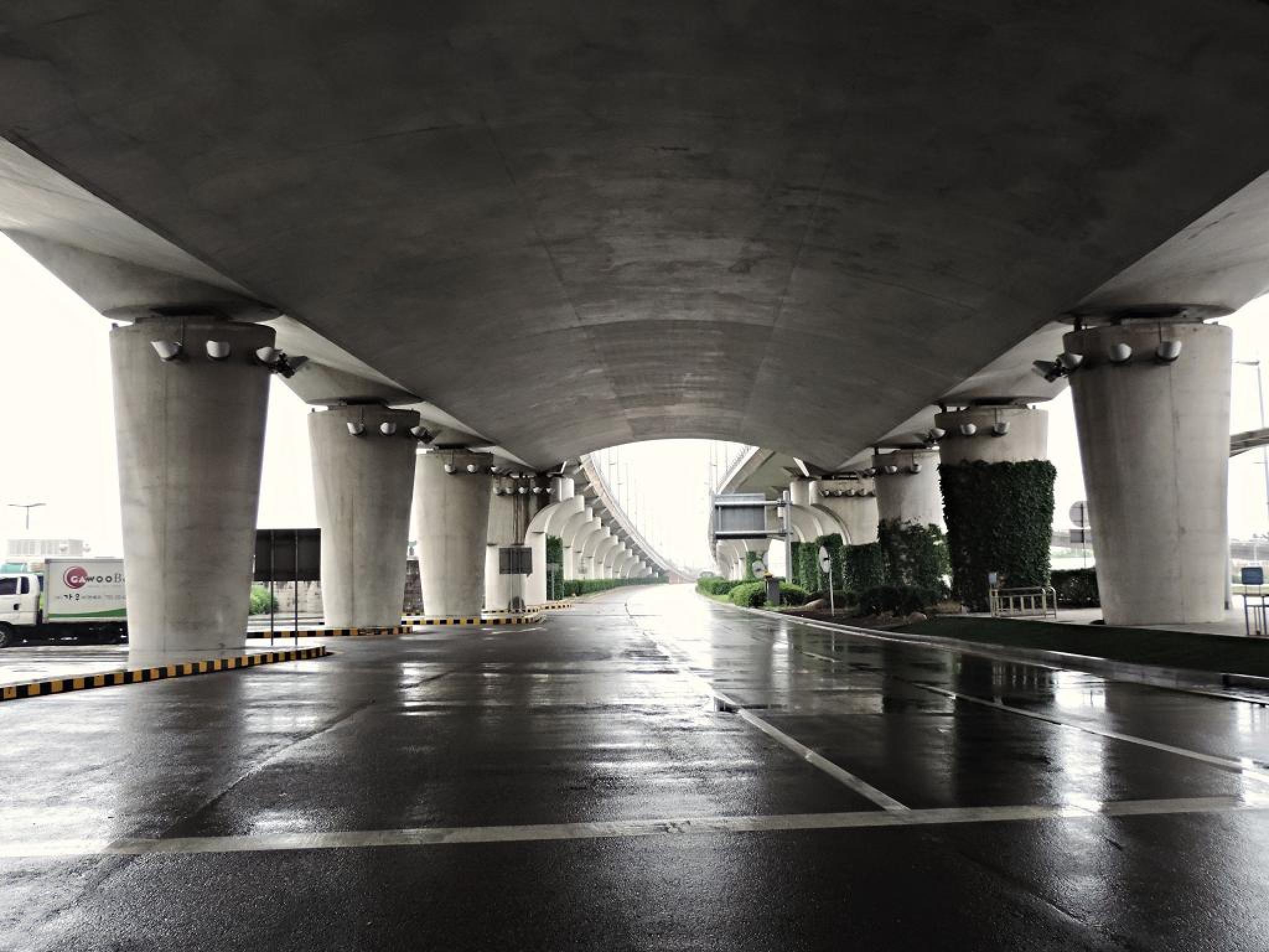 Korea Airport by Shing