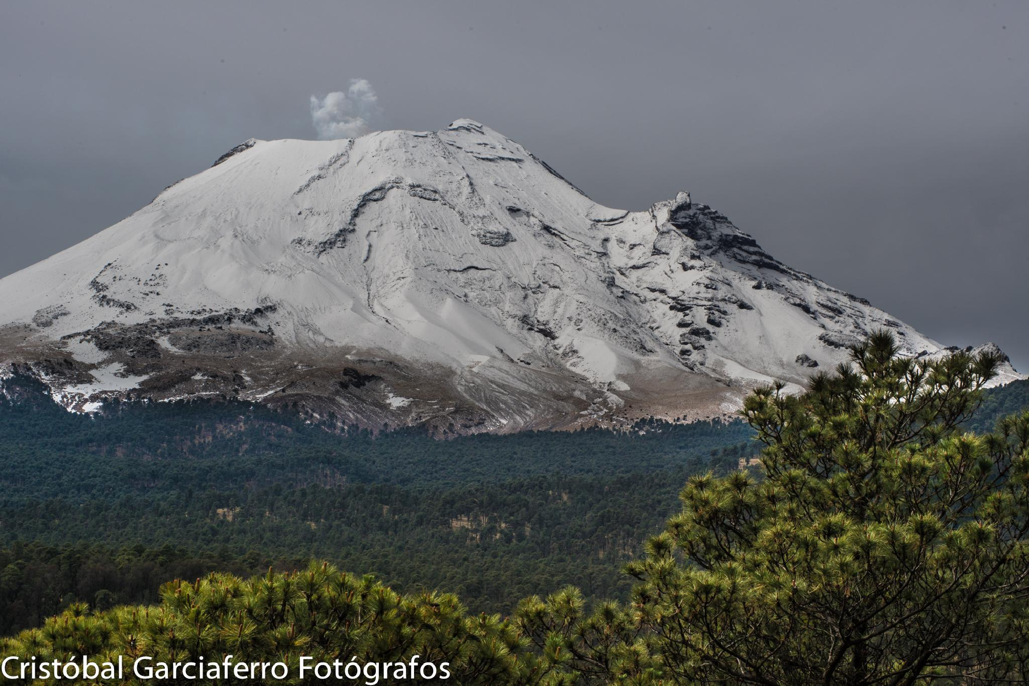 Another view from the Popocatepetl by cristobalgarciaferrorubio