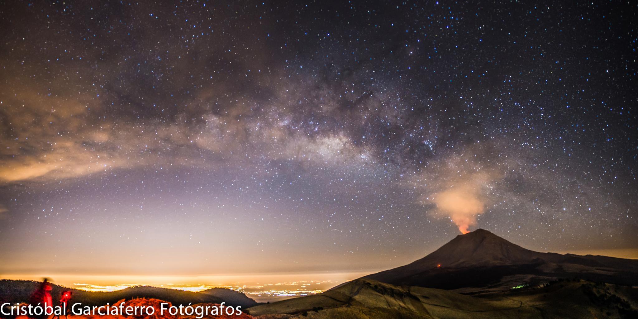 Milky Way and Volcano by cristobalgarciaferrorubio