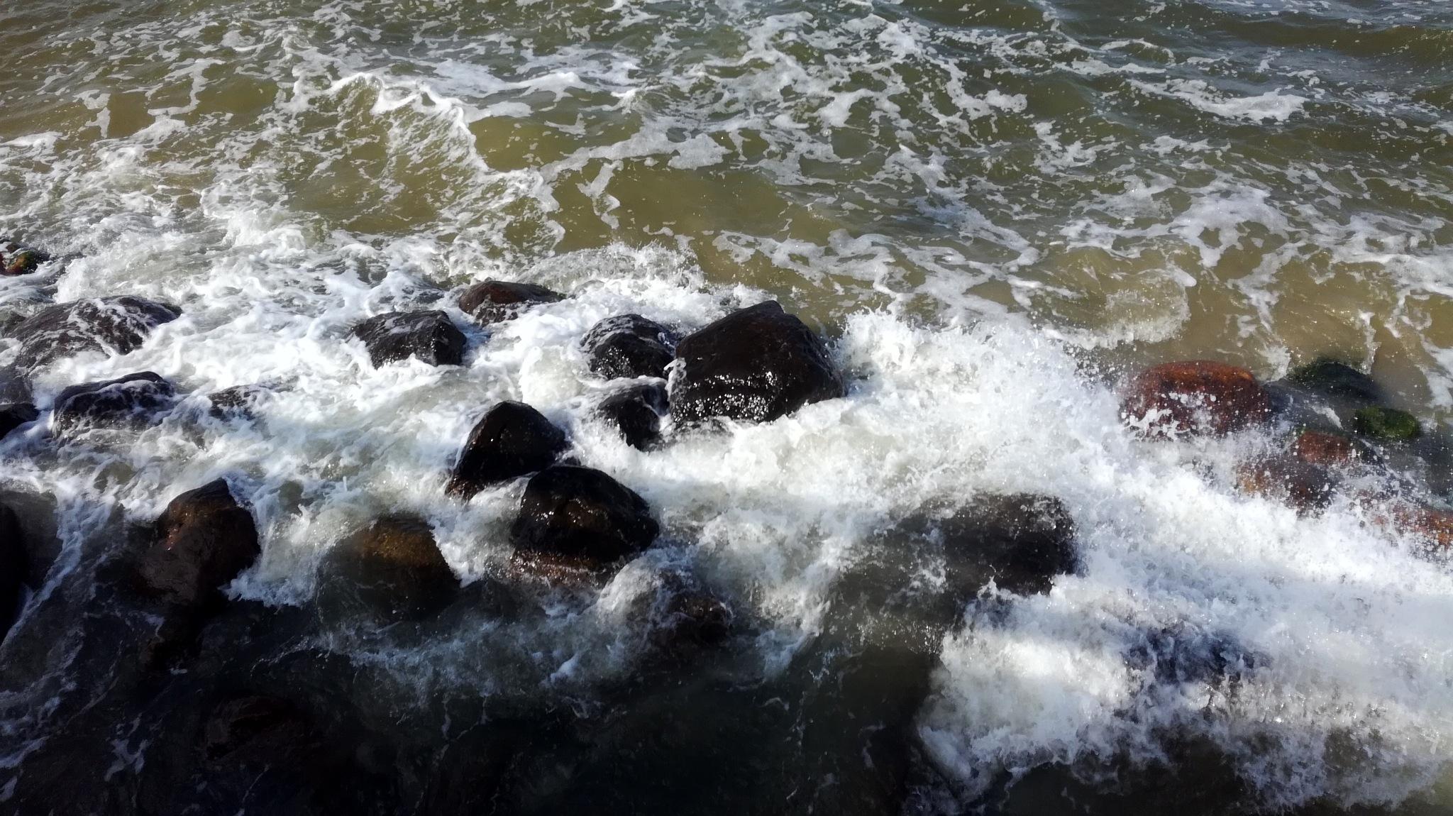 Sea waves by uzkuraitiene62