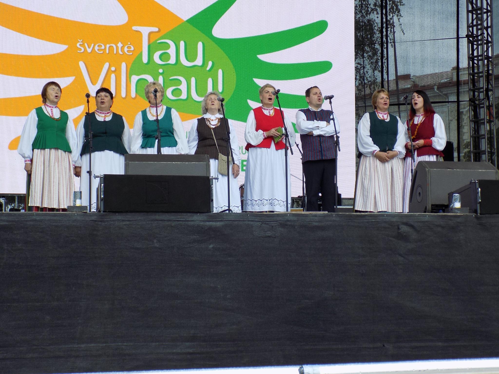 Folk singers. by uzkuraitiene62