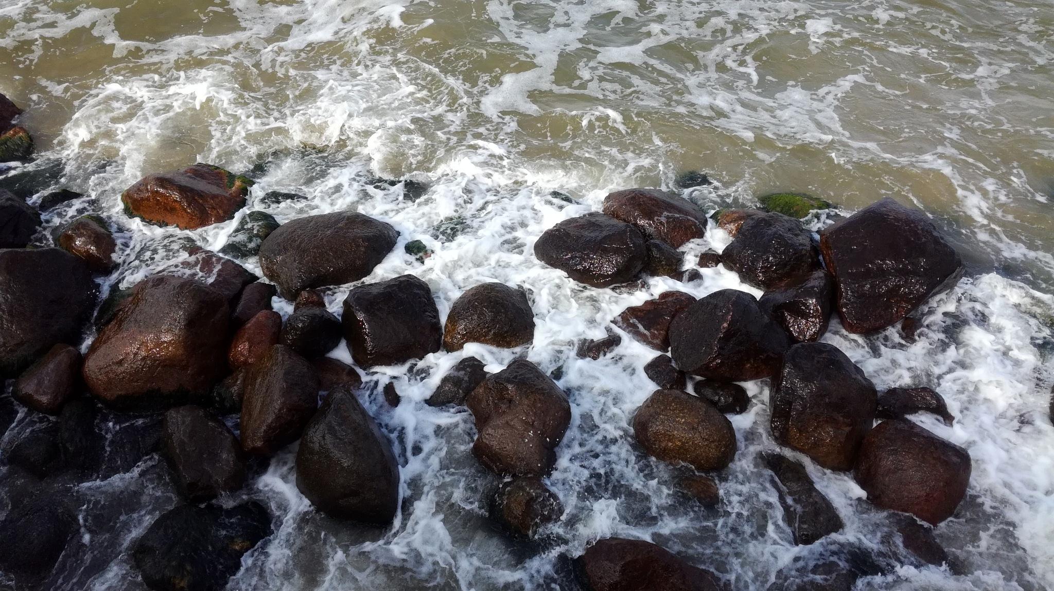 Razed Sea Waves by uzkuraitiene62