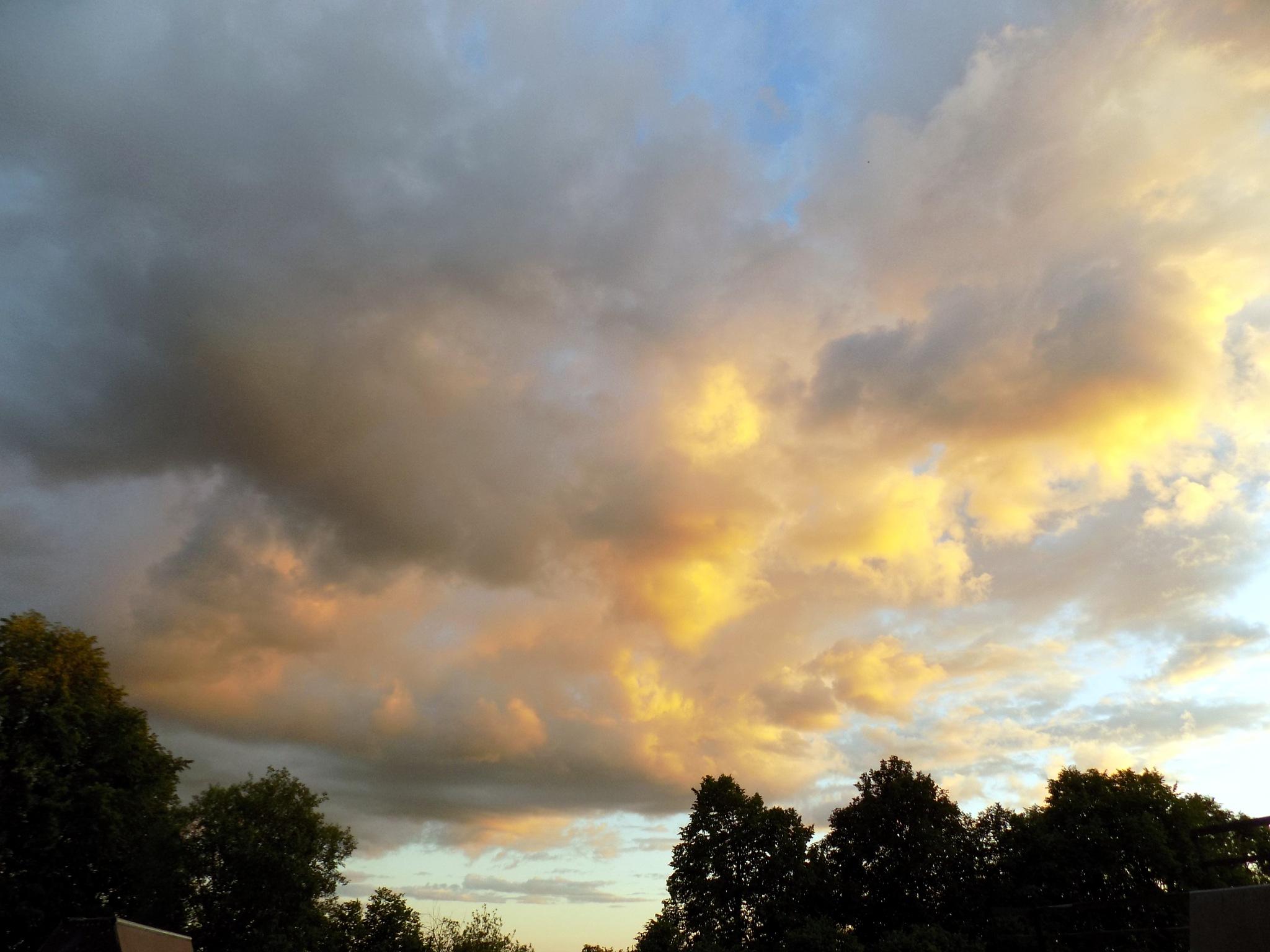 Clouds. by uzkuraitiene62