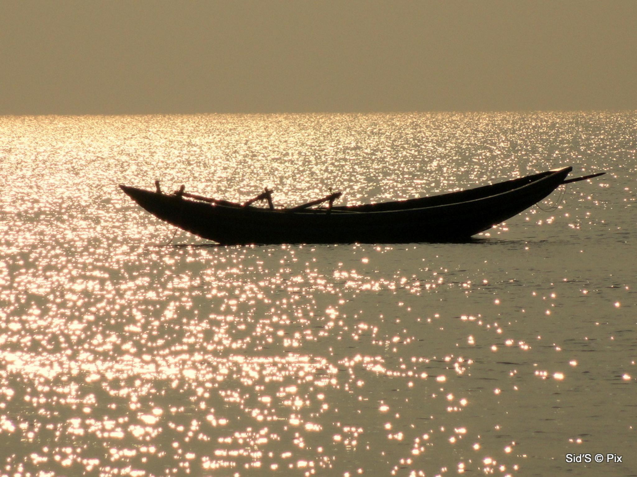 Abandoned Boat by Siddharth Sanyal