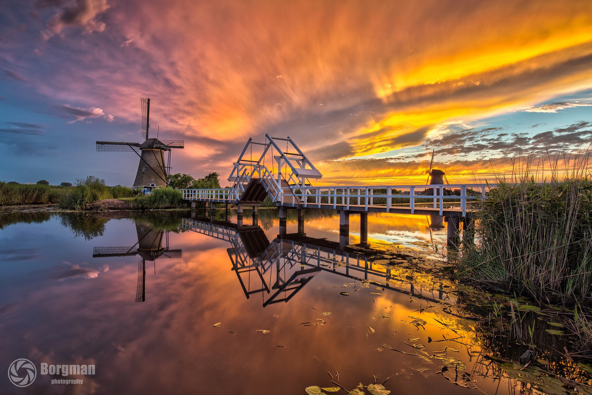 Kinderdijk on fire by Elwin