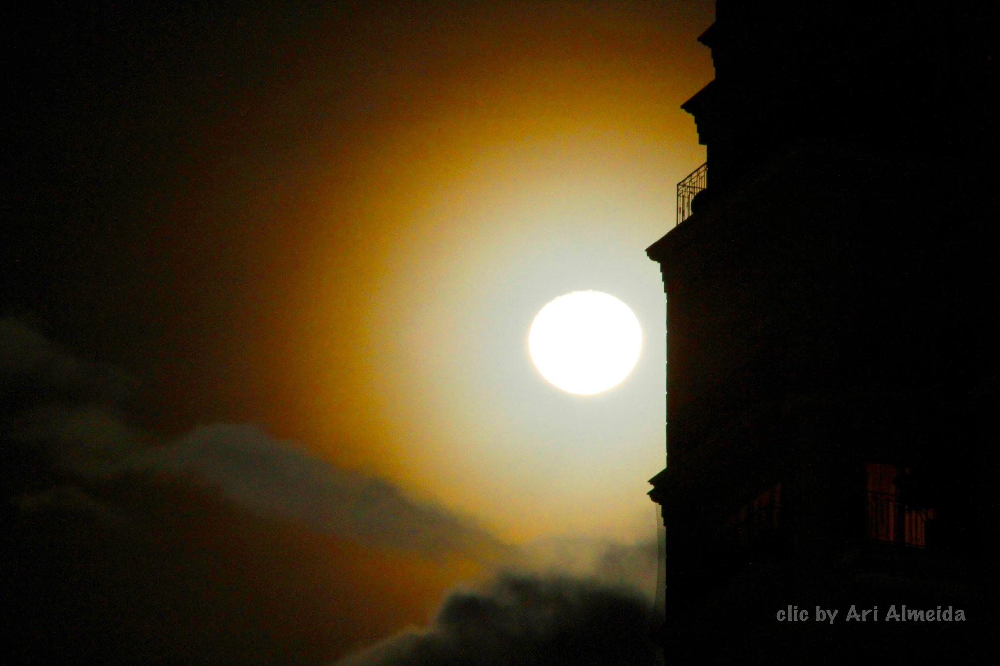 Moon by AriAlmeida