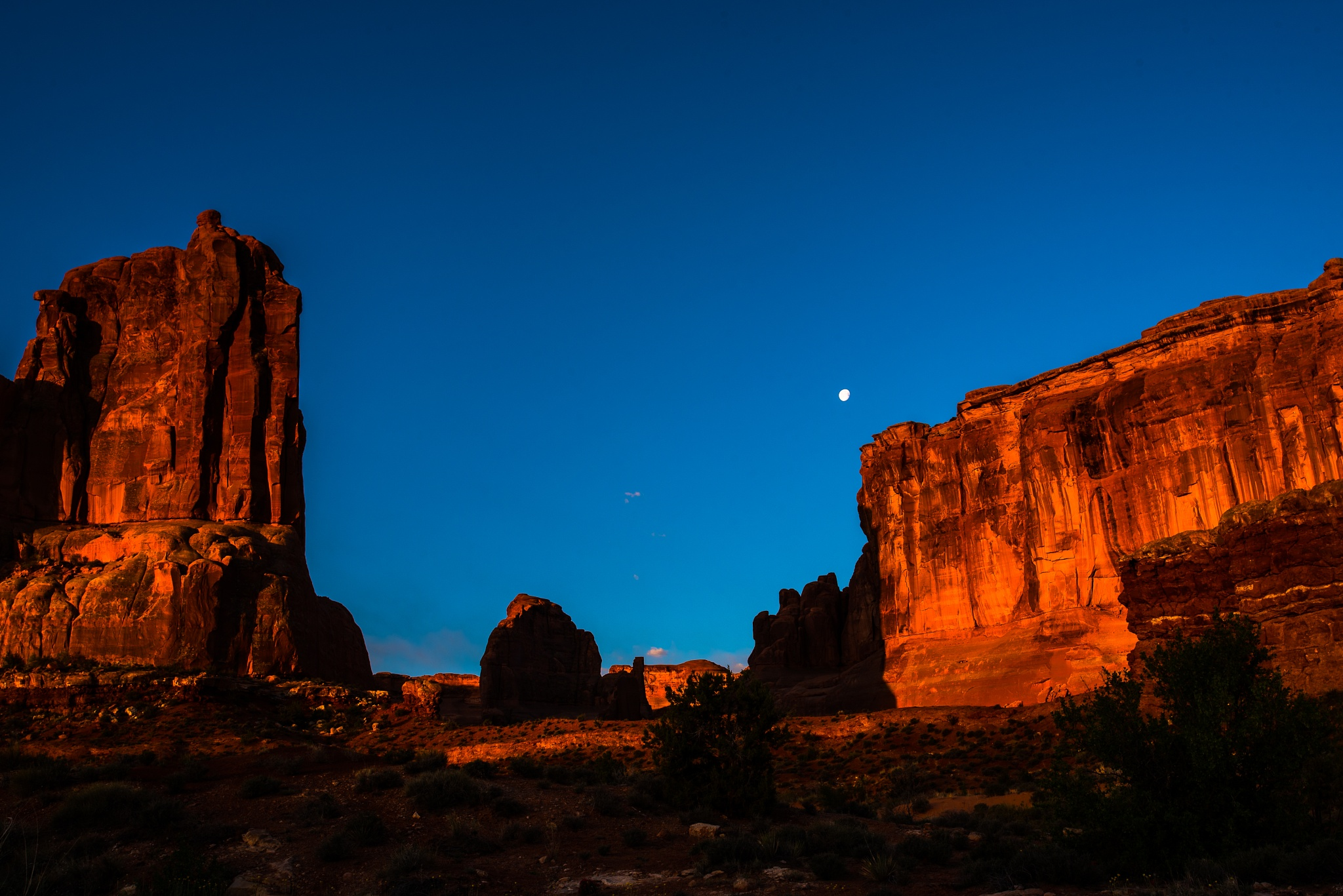 setting moon by MTM