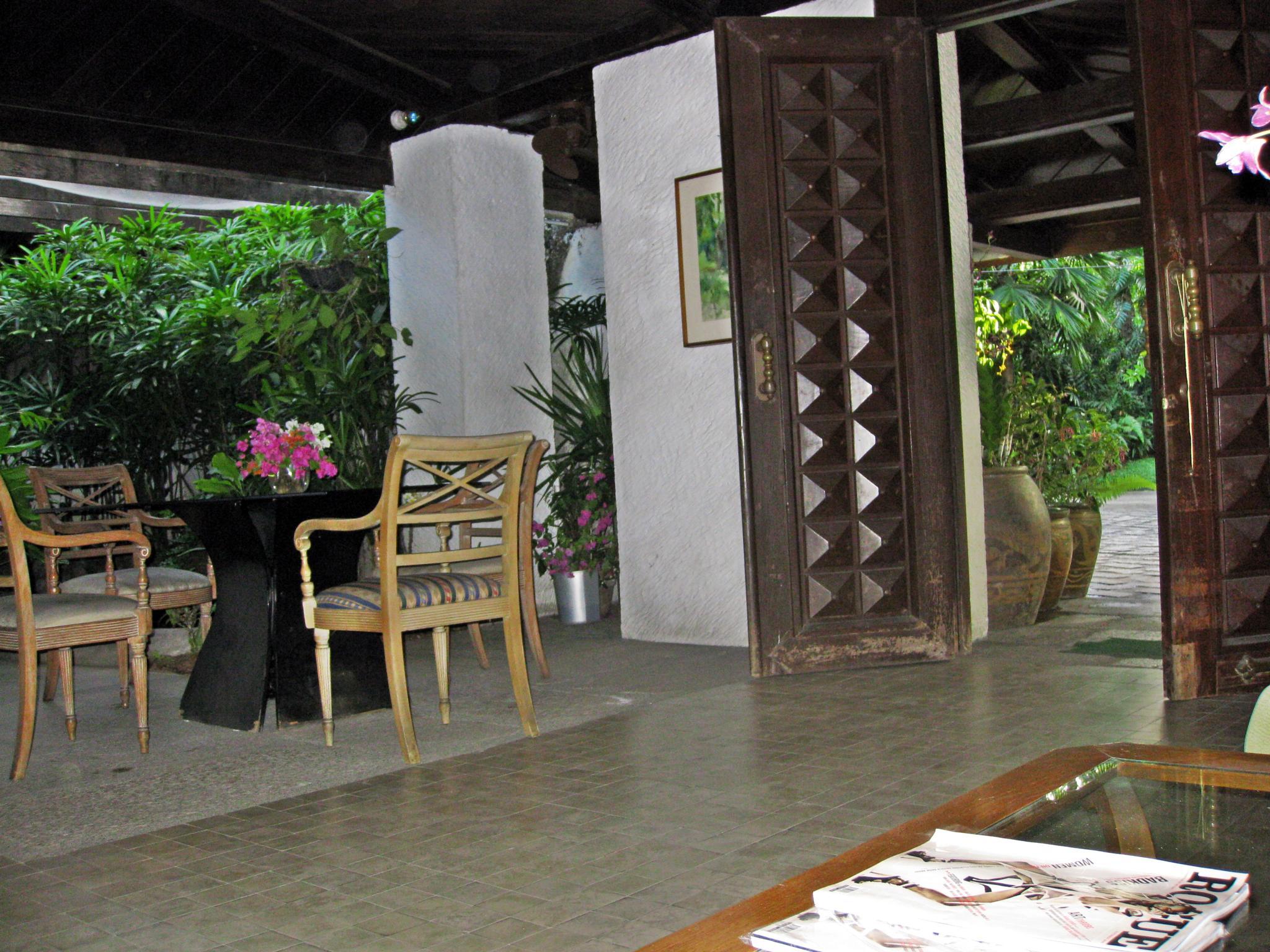Front door entrance by arraguado