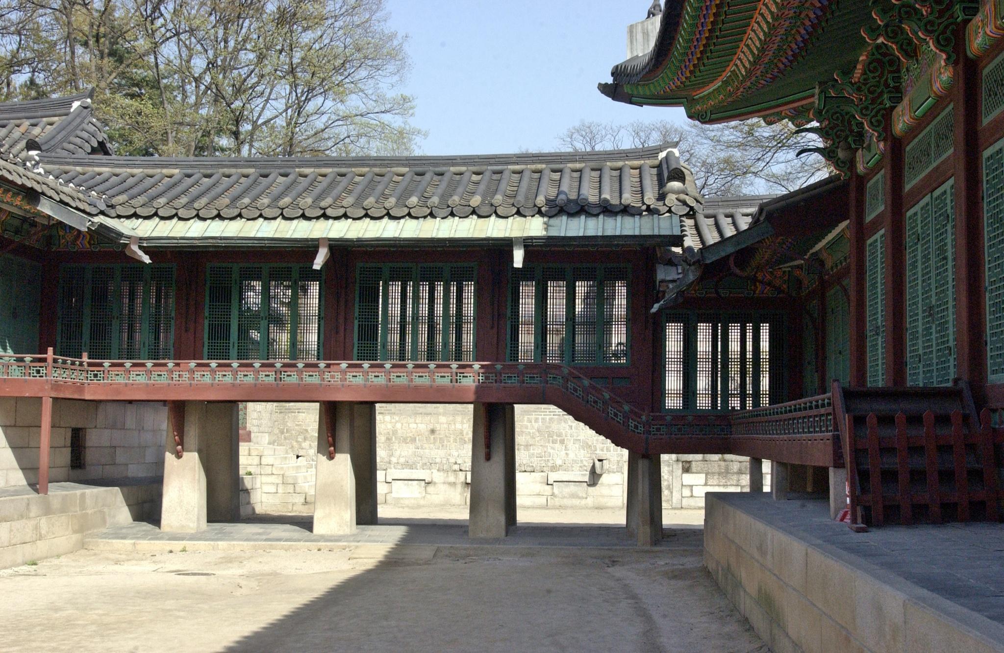 Palace Corridor, Seoul by arraguado