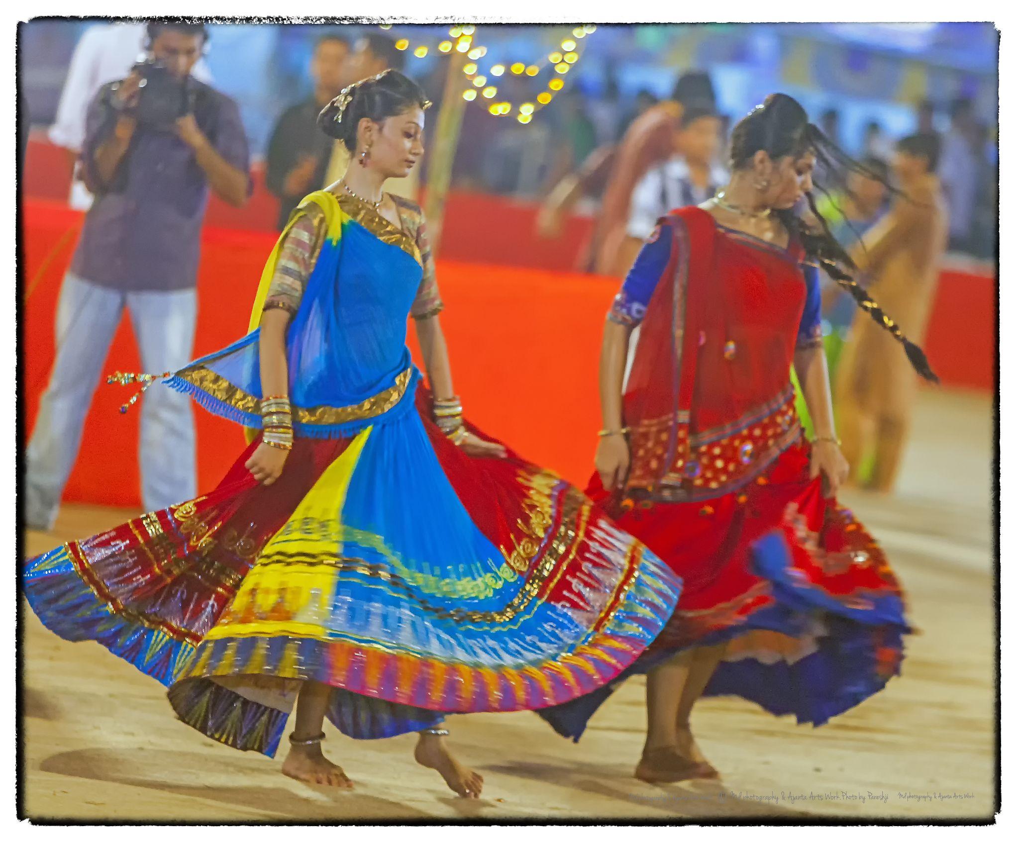 Garba dancers by Wow! Photos.Eu