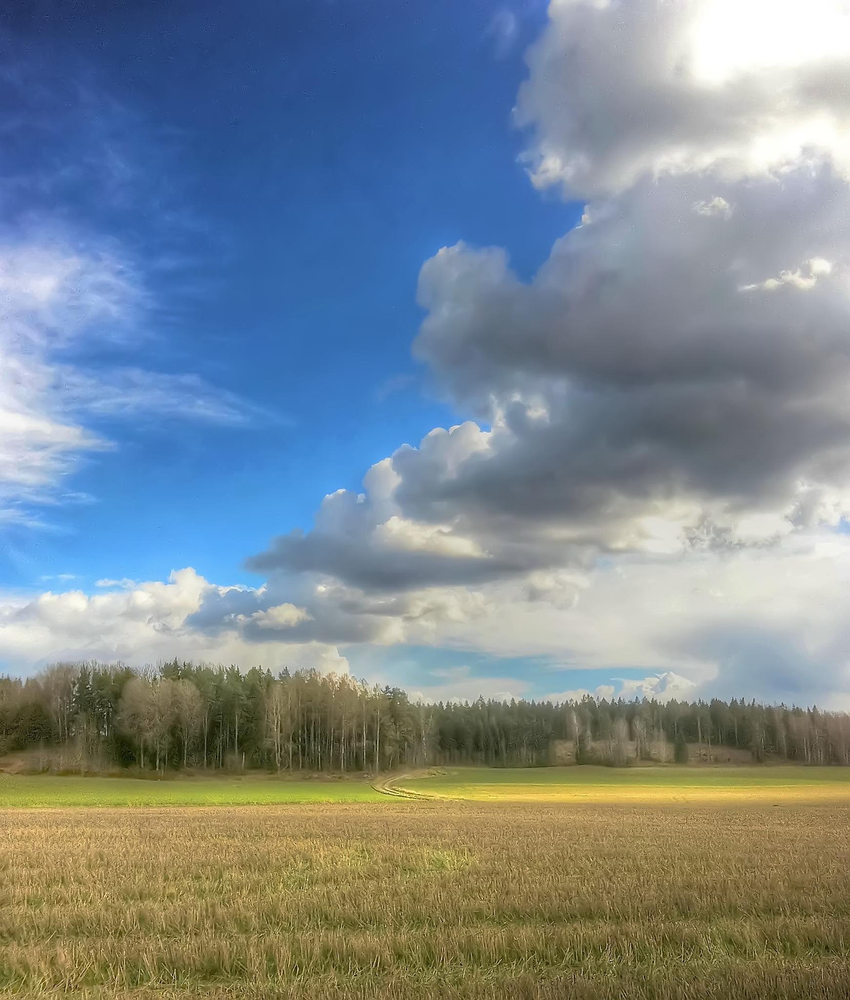 Strange Clouds pt2 by iPhonemania