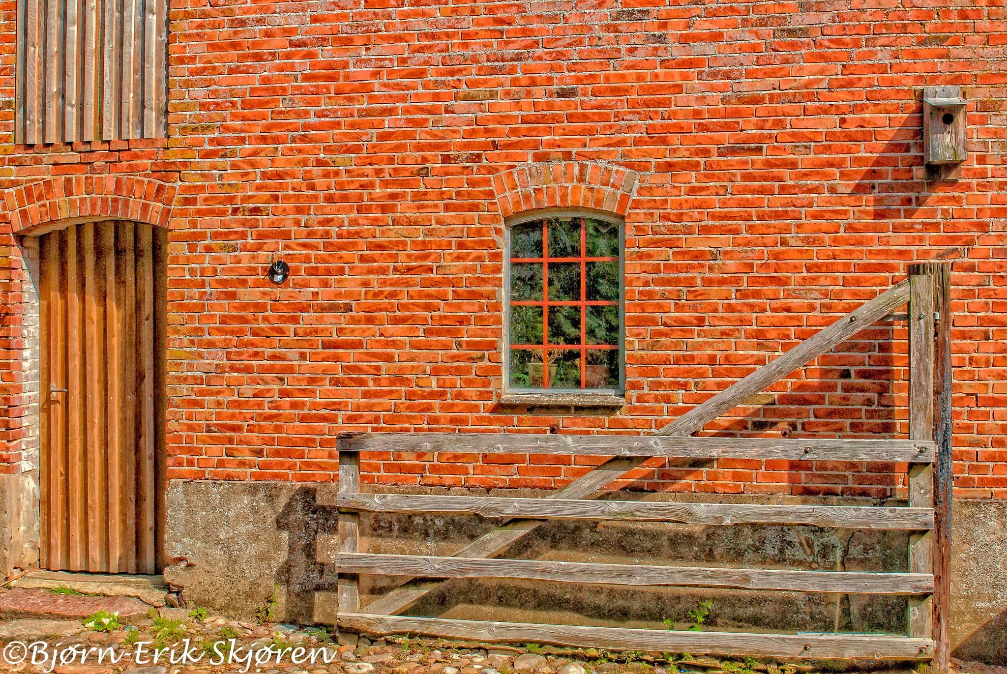 Danish farmhouse by Bjørn-Erik Skjøren