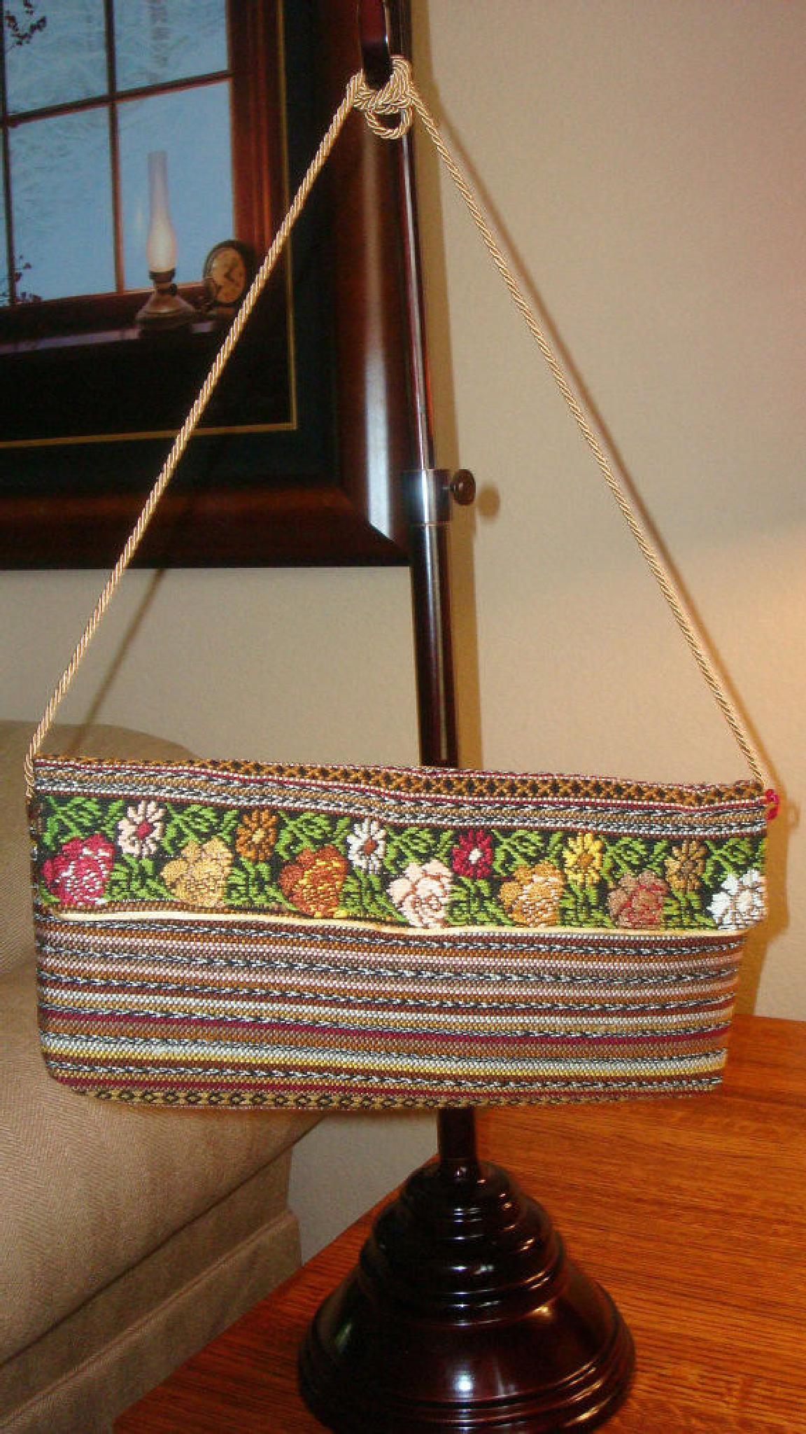 Handmade Embroidered Shoulder purse by Createnativa
