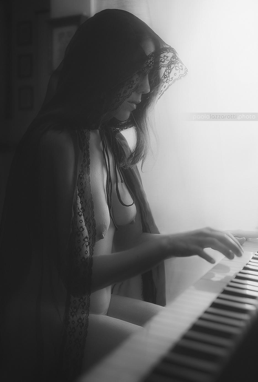 Playing Piano - BW by Paolo Lazzarotti