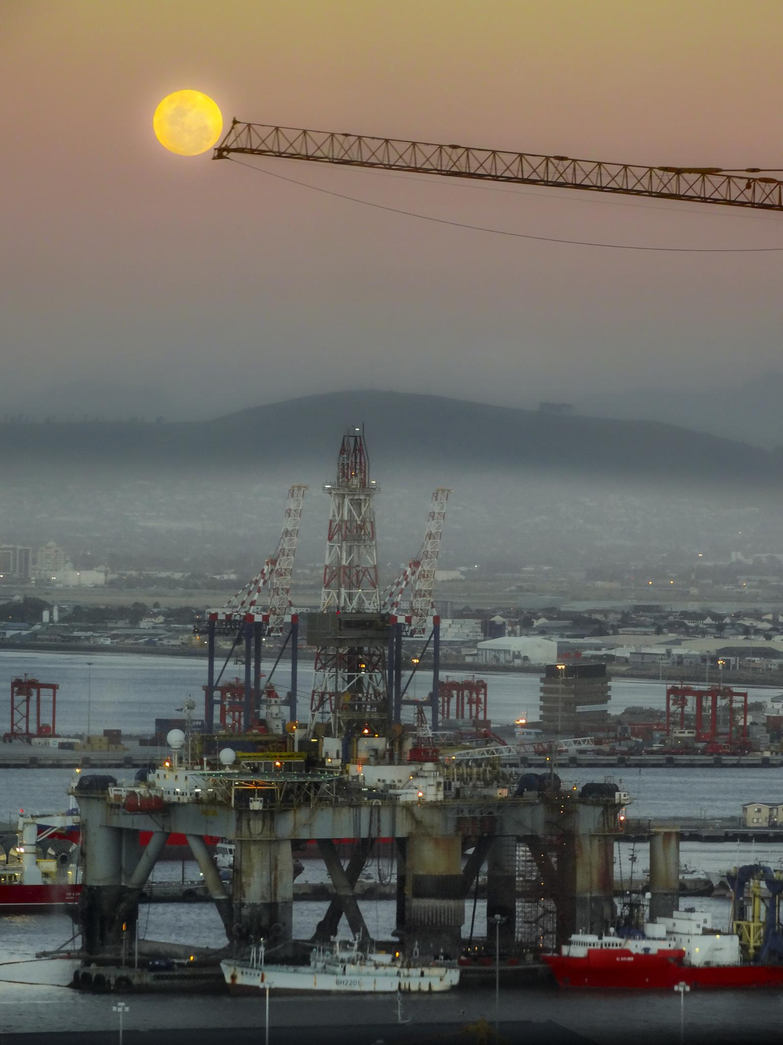 Full Moon Under Construction by renenortje