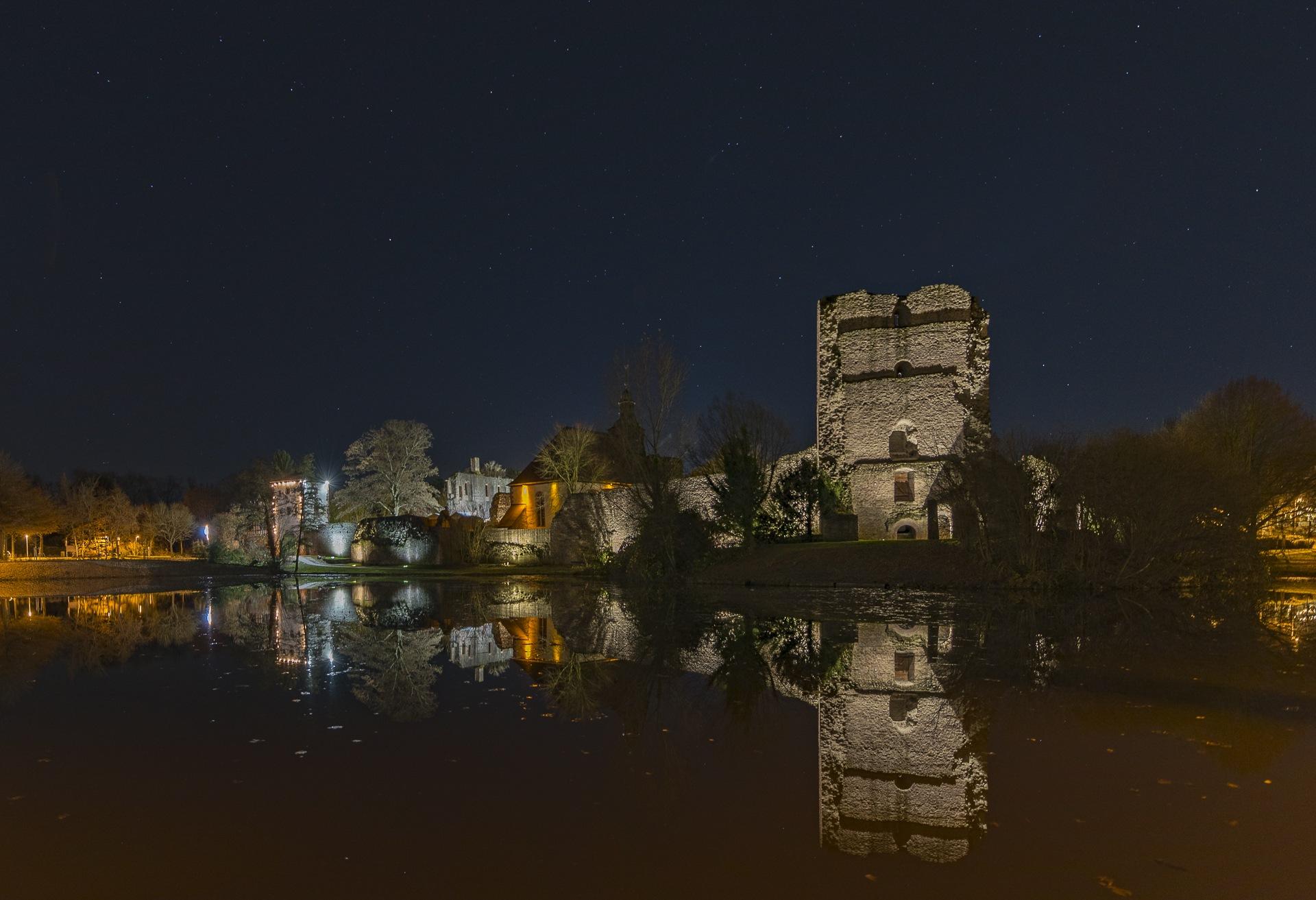 Burg Hayn in der Dreieich by Harald Neiss