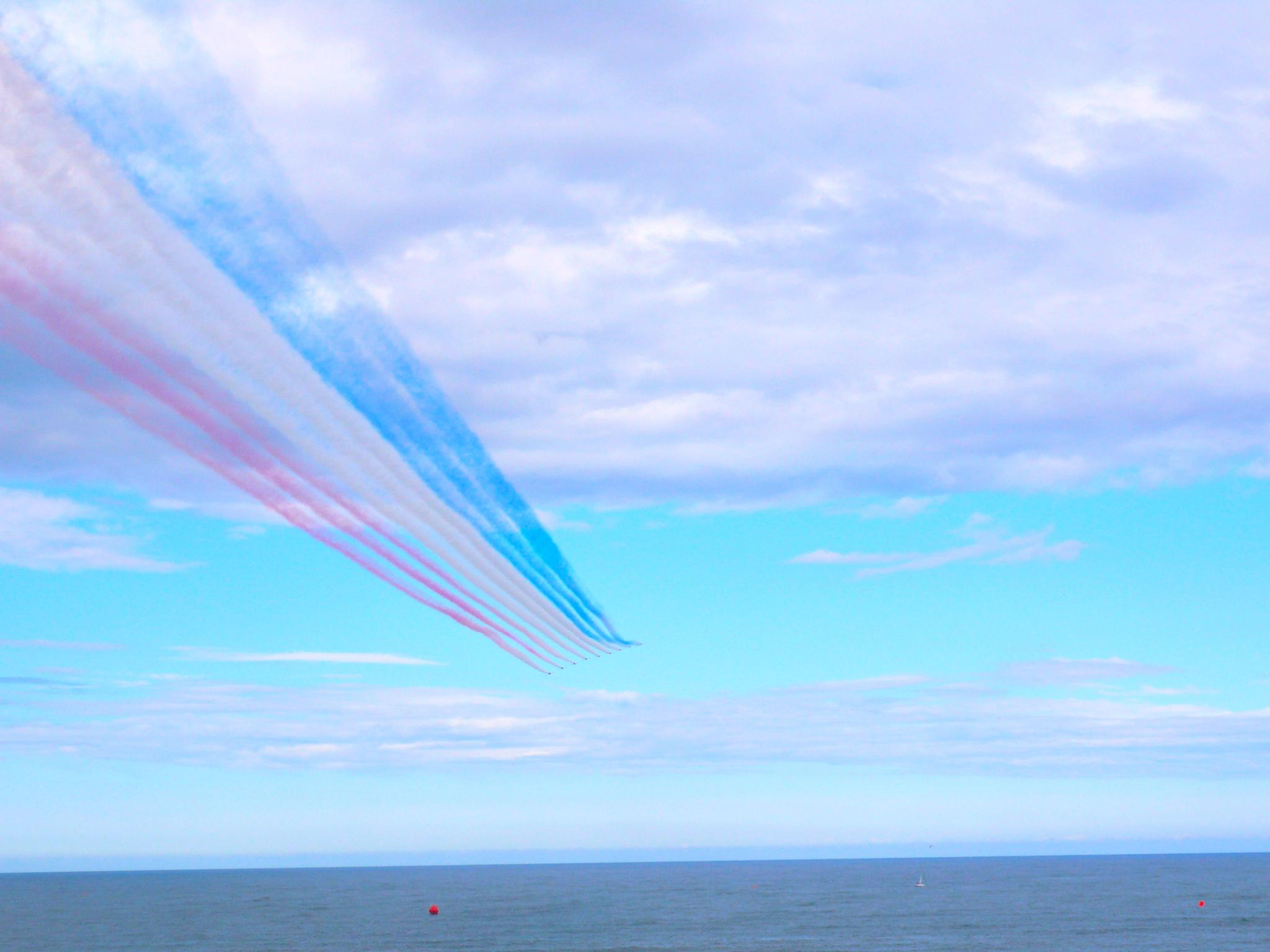 Red arrows by JanetFernandes