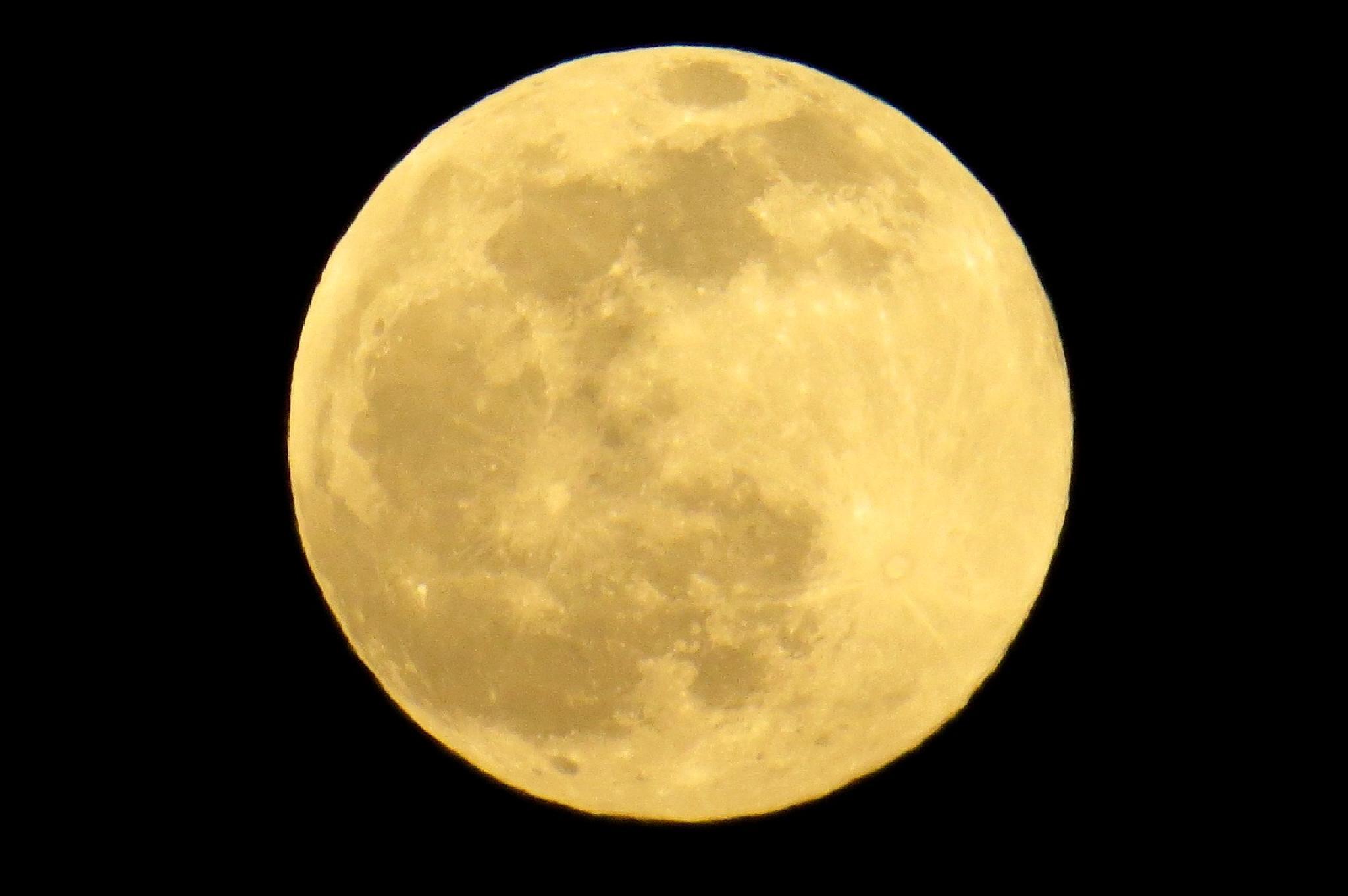 Full Moon by kkaine