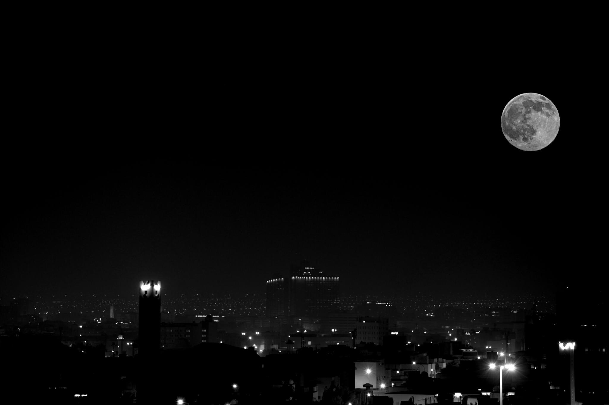 Full moon ..Riyadh city by Mahmoud Alturbaq