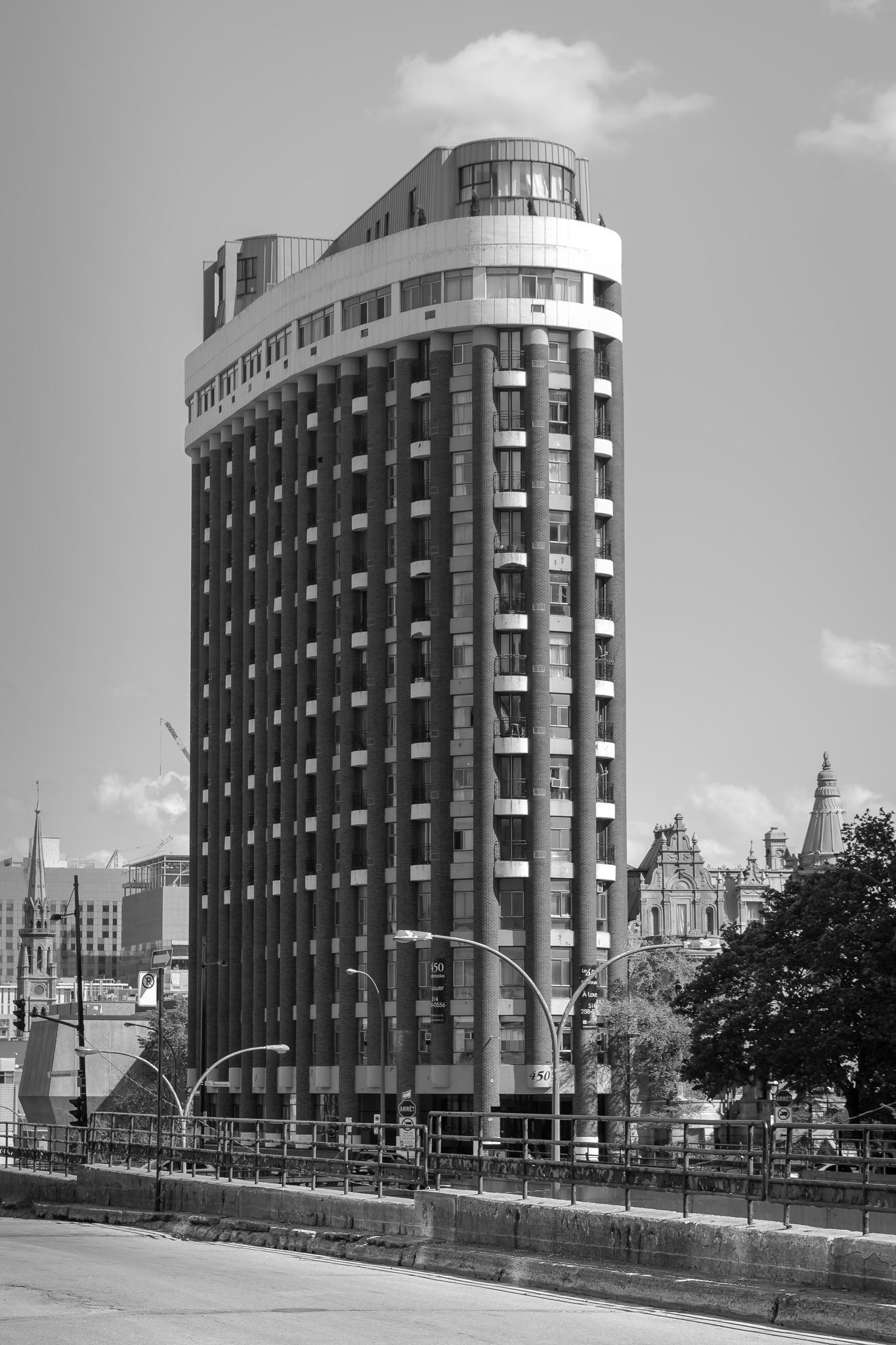 The oval building by Hervé Samson