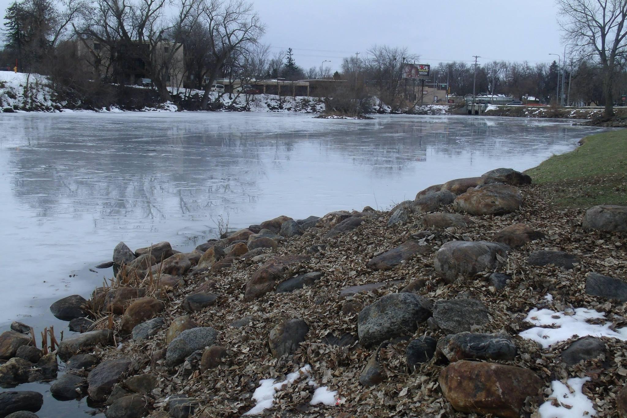 Frozen lake run by Carla Hepp