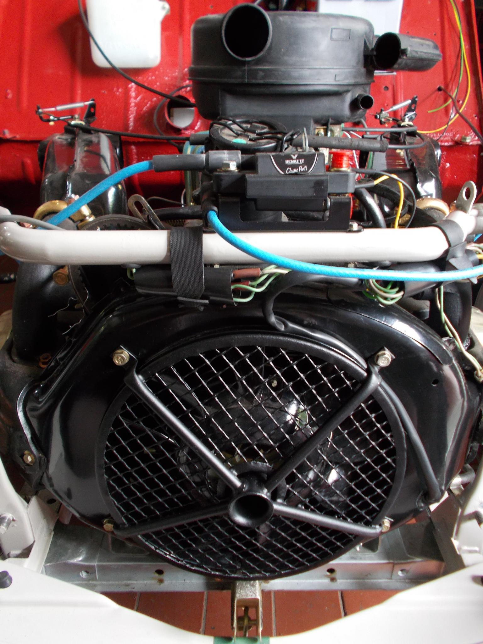2CV Motor by Marianne Fischer