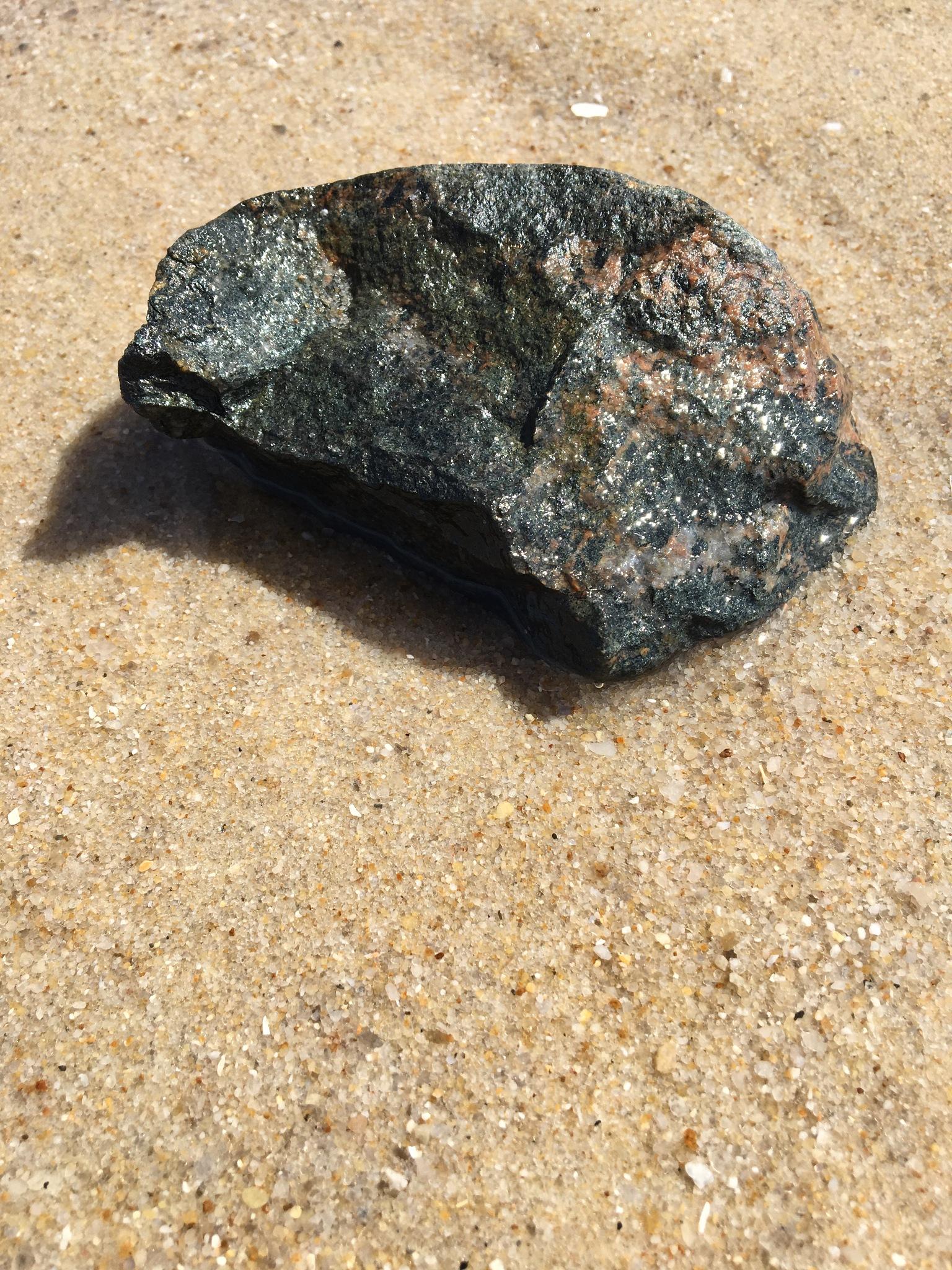 Stein im Sand by Marianne Fischer