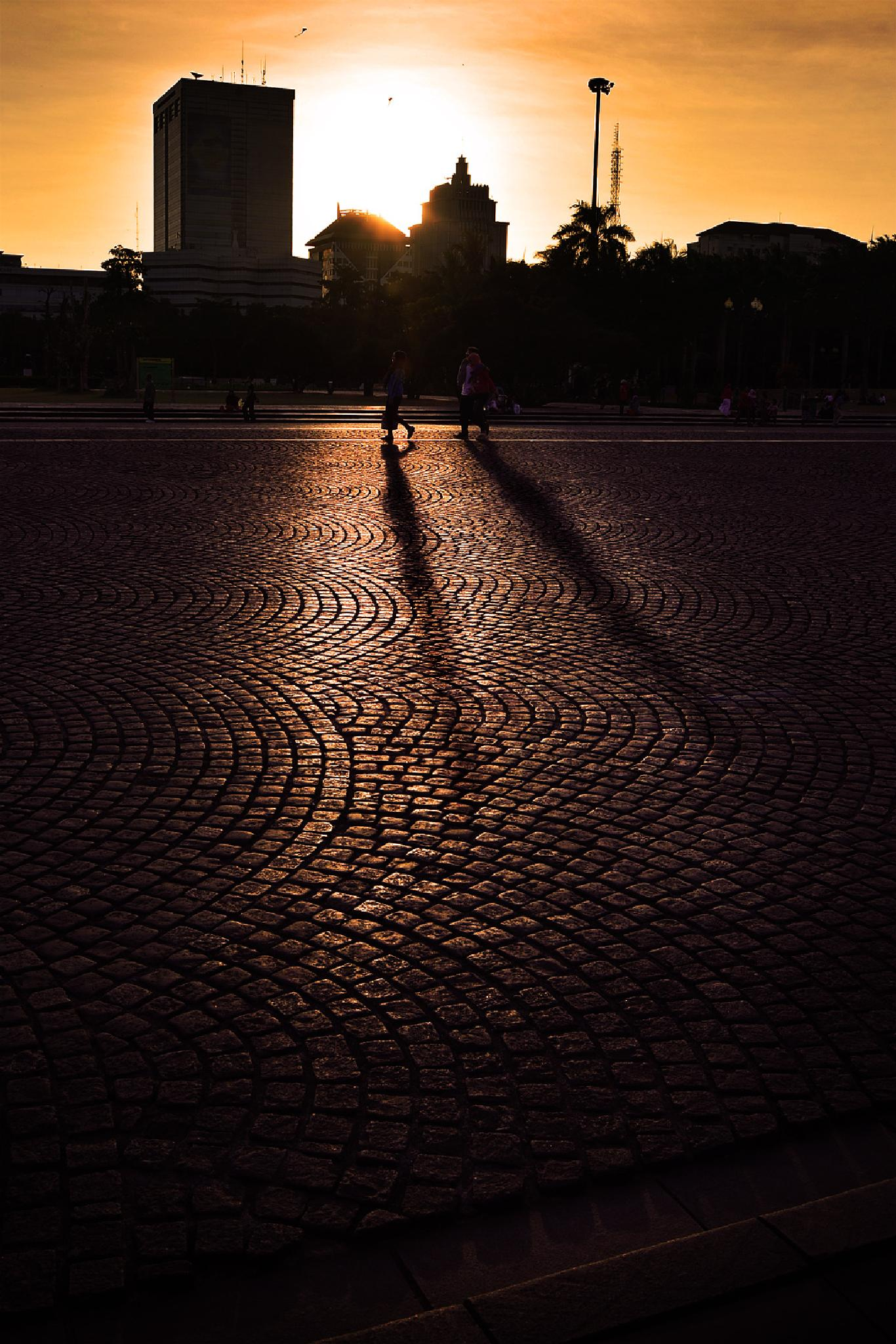 Between light and shadow by MemenSaputra Mms