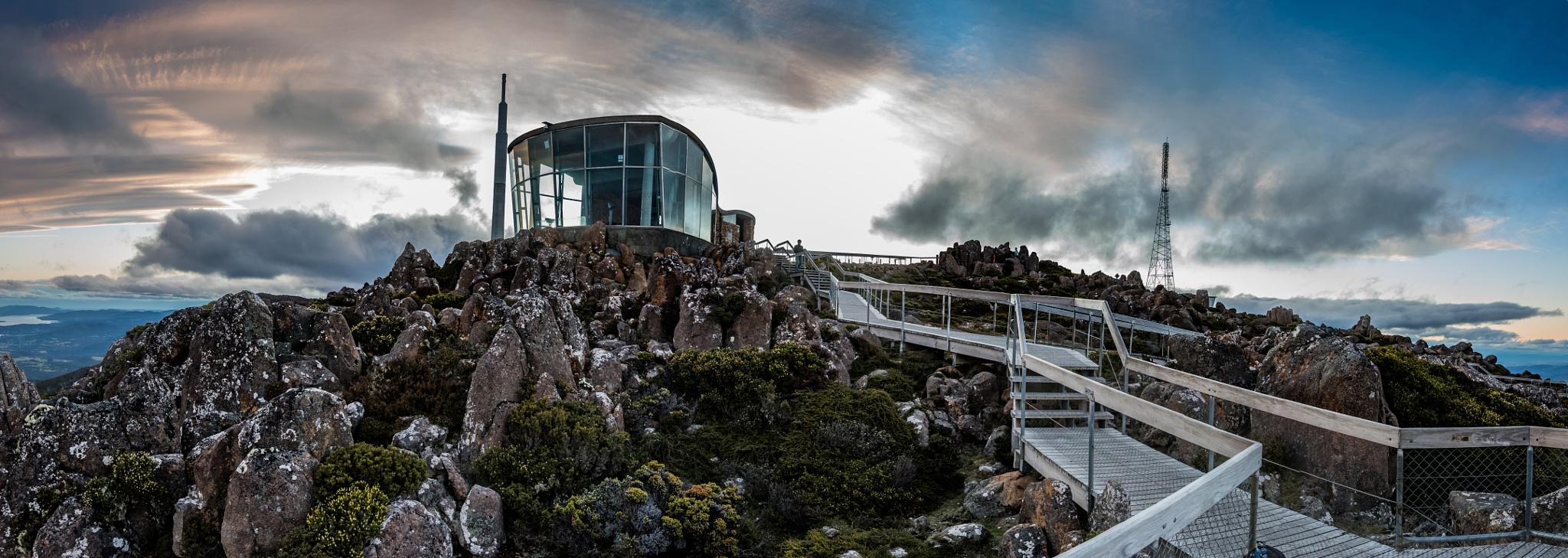 Mount Wellington lookout by Lee Kharod
