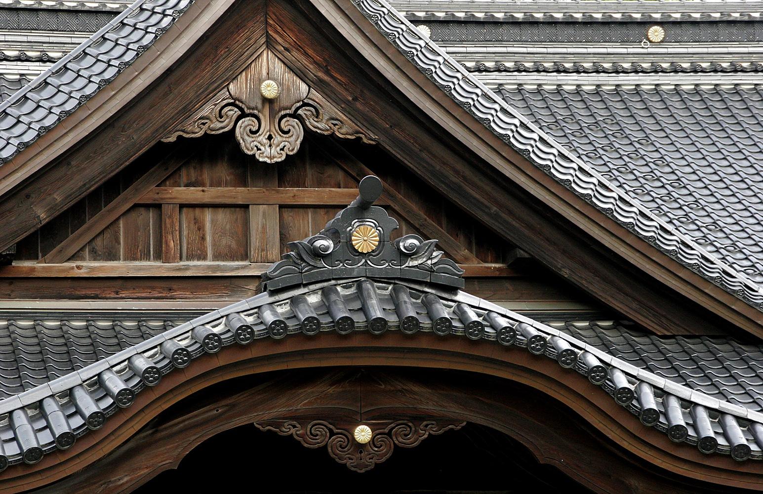 Oyama Shrine Details by Carl Main