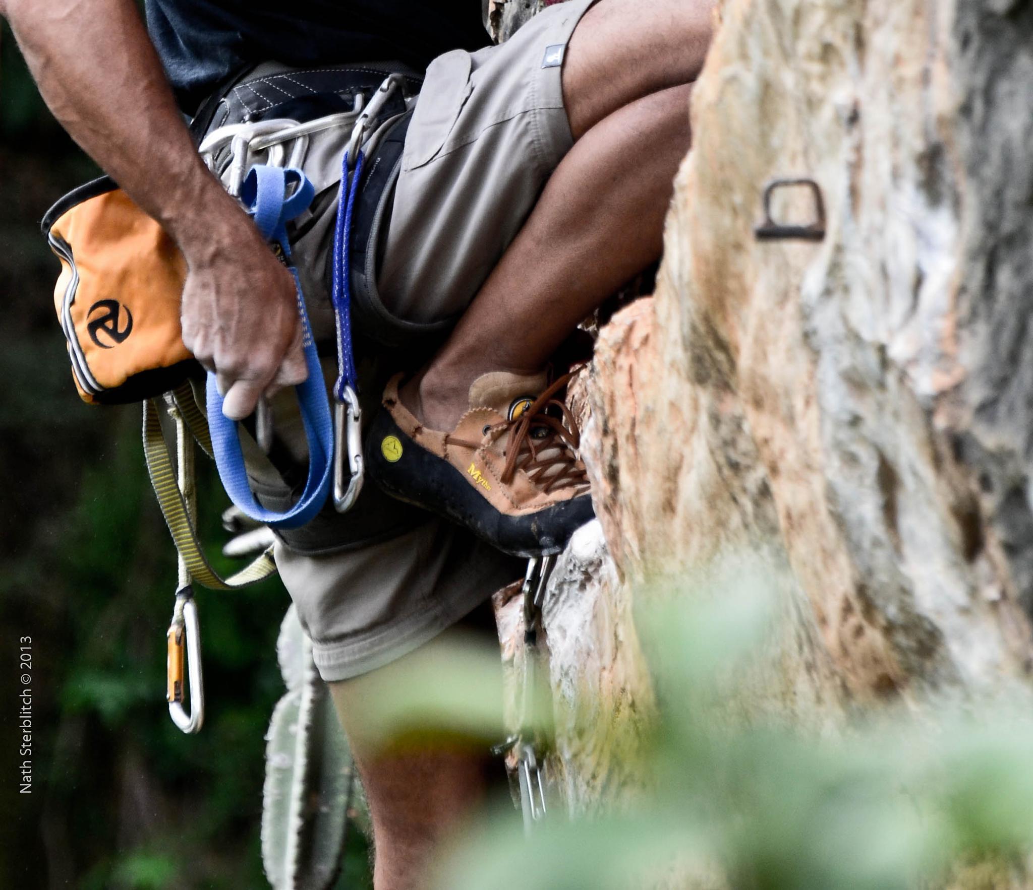 Rock climbing   Escalada em rocha by nathsterblitch