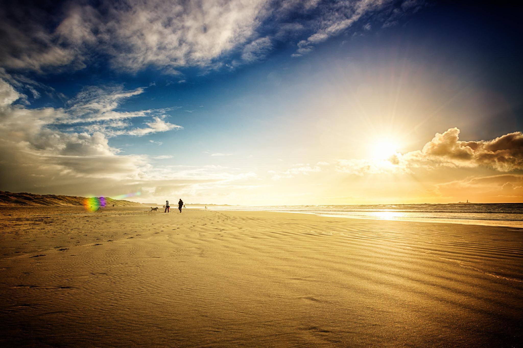 Sunny beach by Frank Emil Østborg