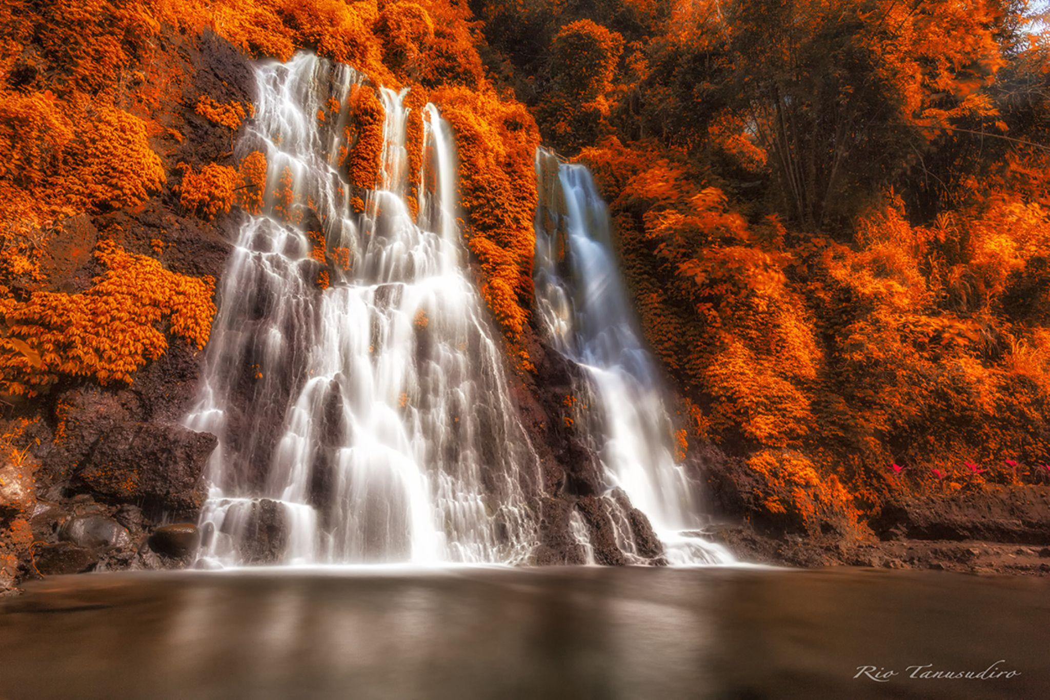 Autumn waterfall by Rio Tanusudiro