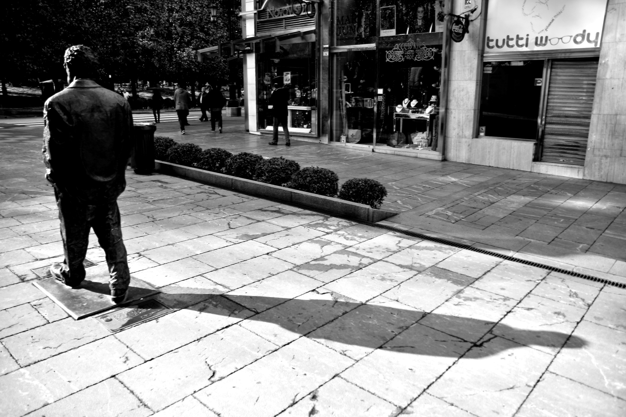 Woody is walking. Oviedo, Asturias. by Xurde González Uría