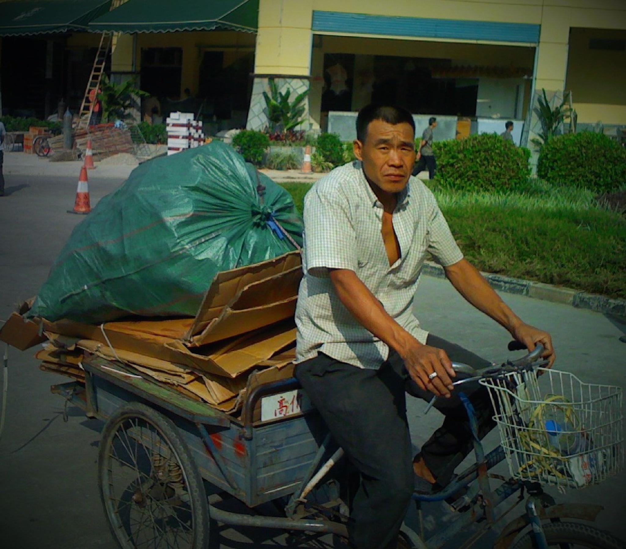 Street Life Shenzhen, China by LornaWLittrell