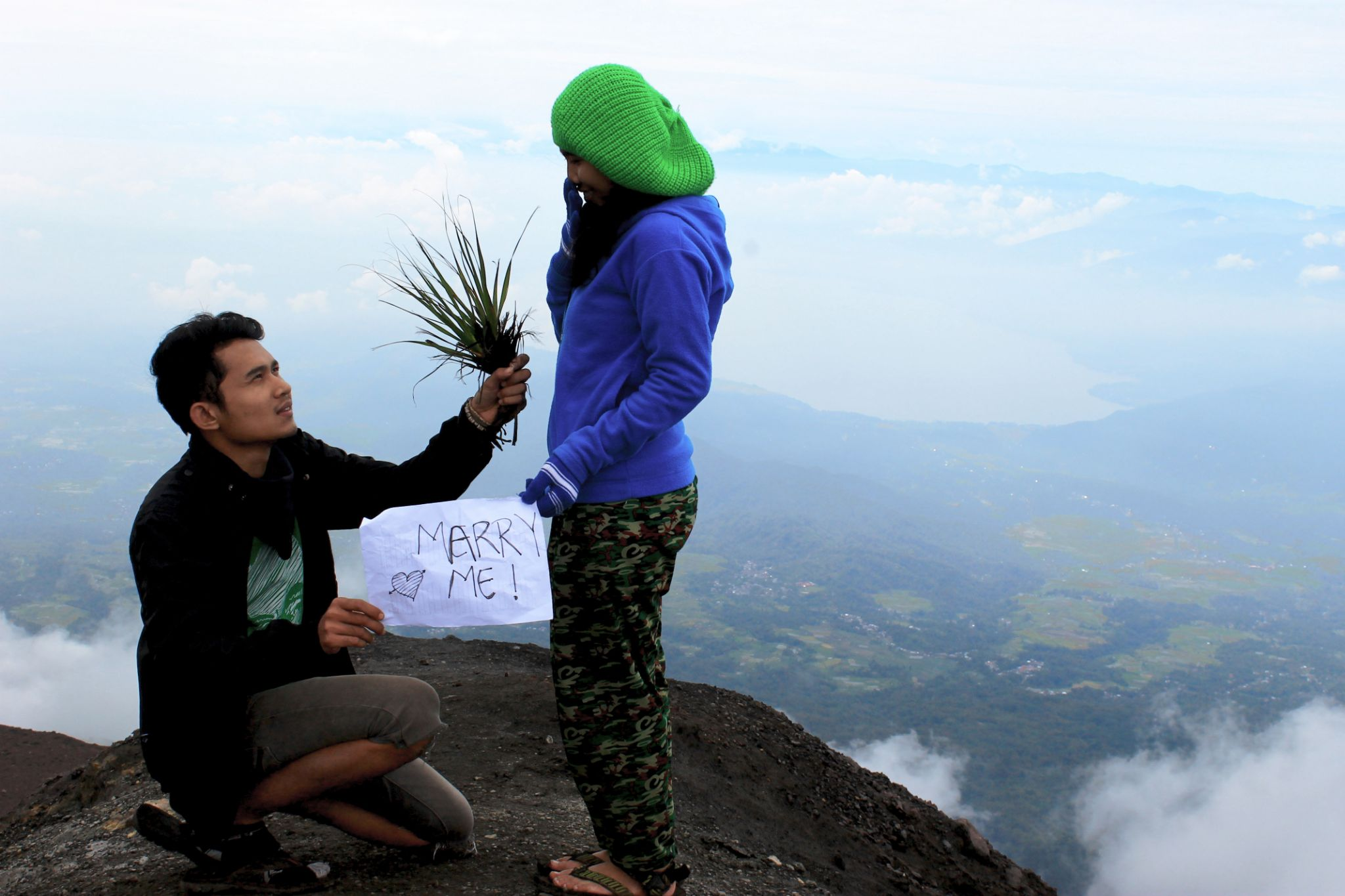 romantic moment on the top by ihsanul akhiar