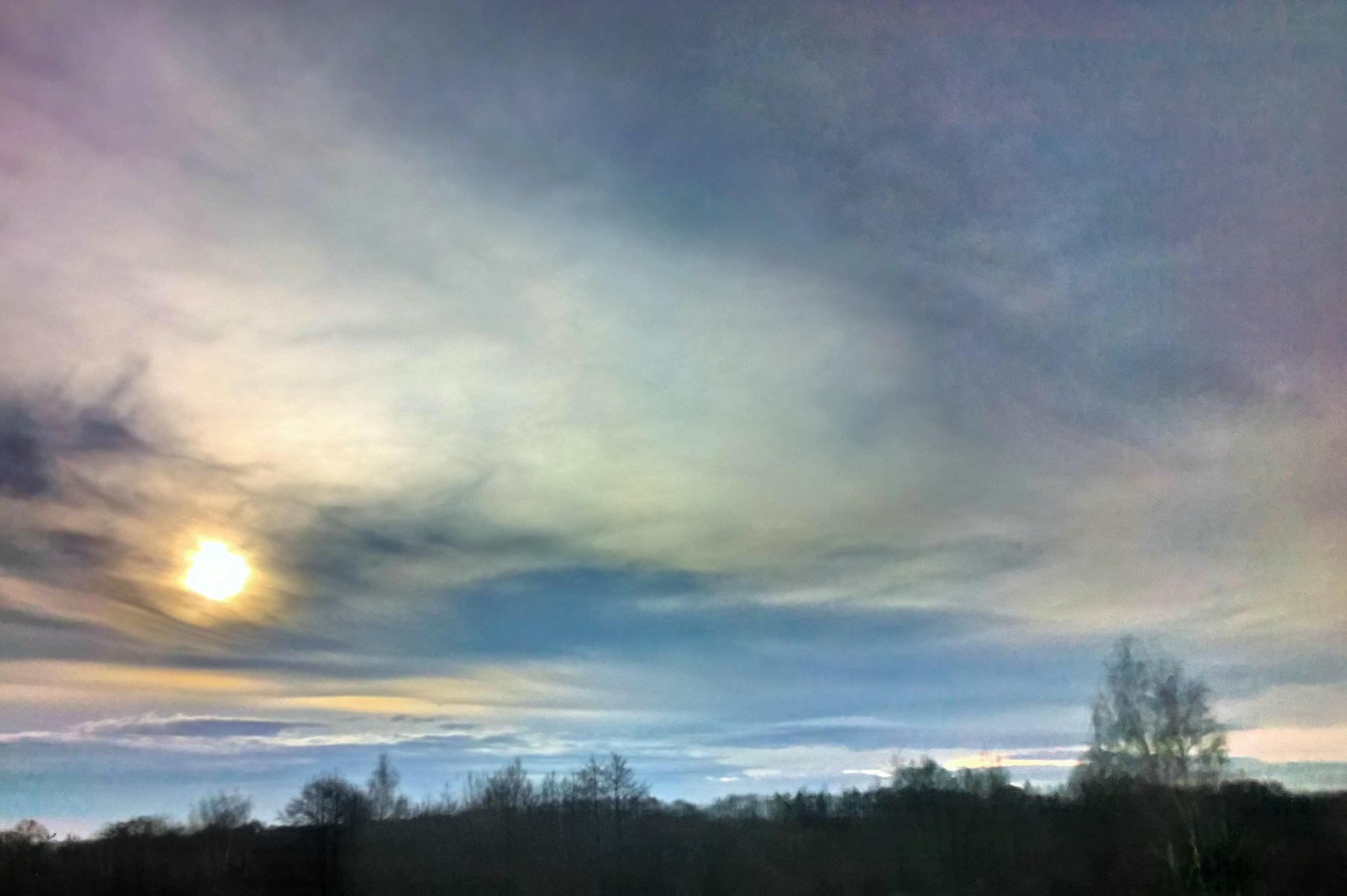 cloudy sun by Robert Jurczyk