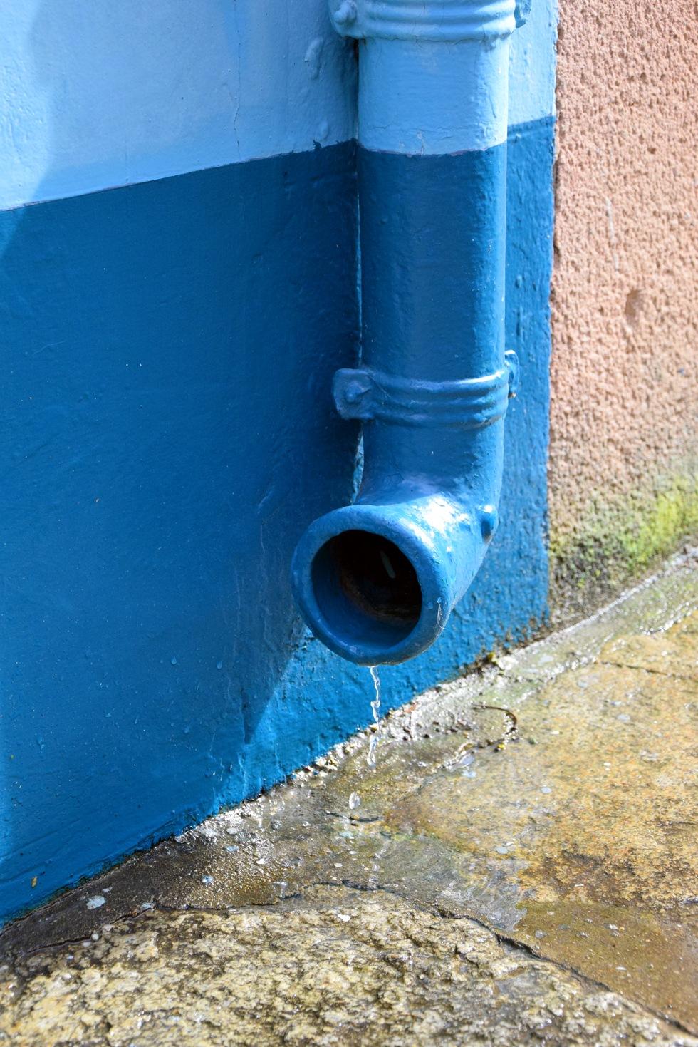 gouttière bleue by Micka Lefeuvre