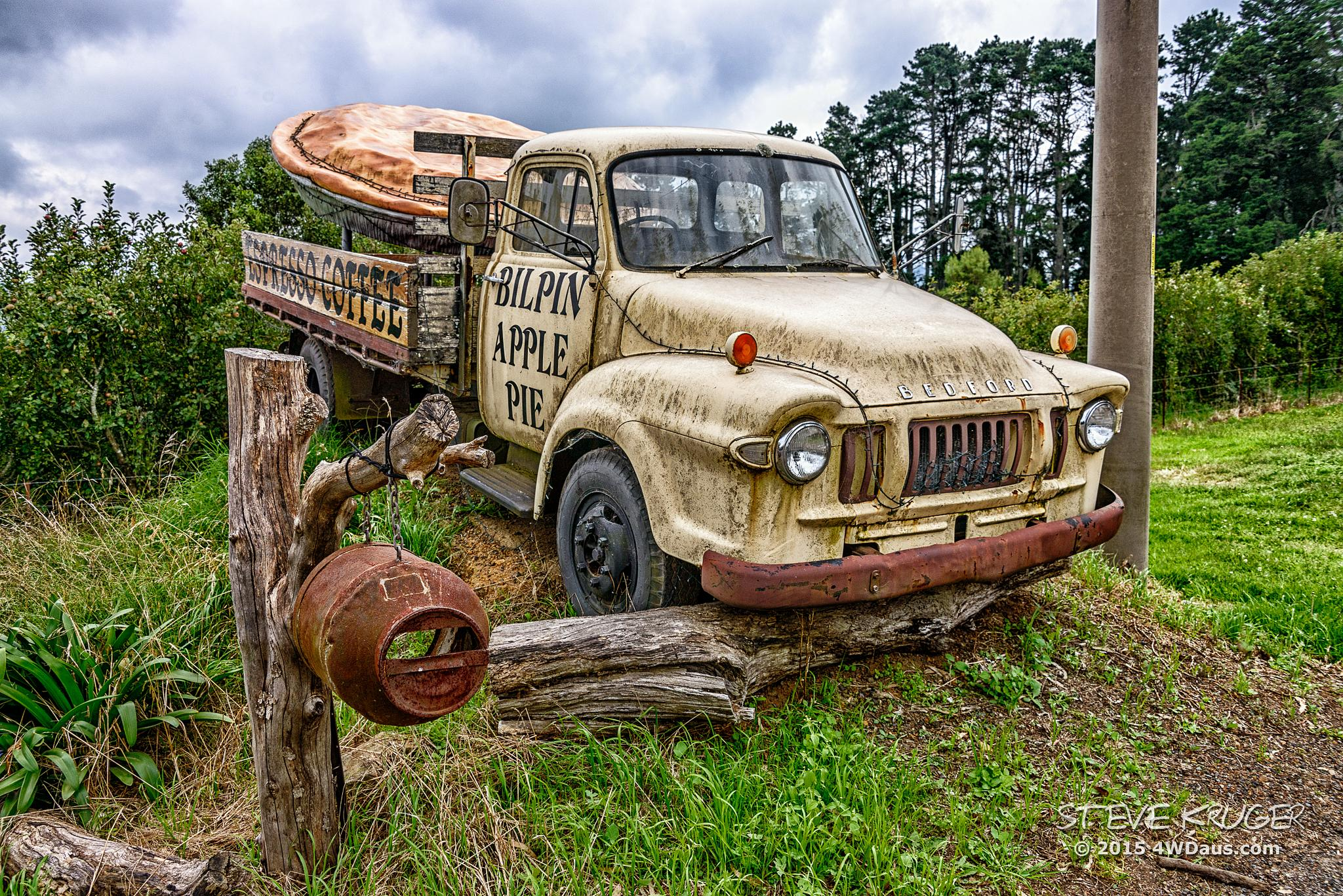 Bedford Truck - Bilpin Apple Pie Truck by Steve Kruger