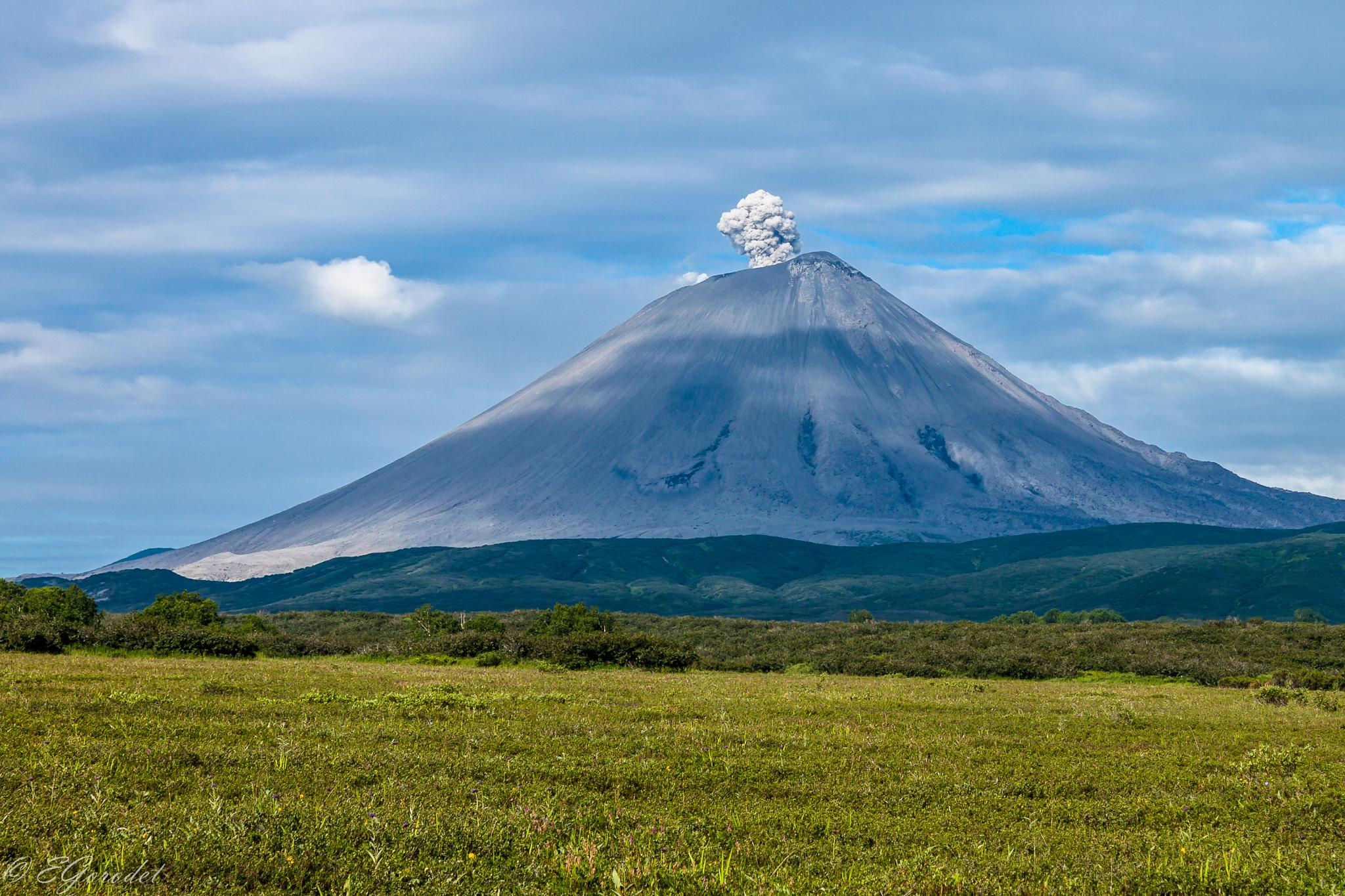 Karimskiy volcano eruption by Evgeny Gorodetsky