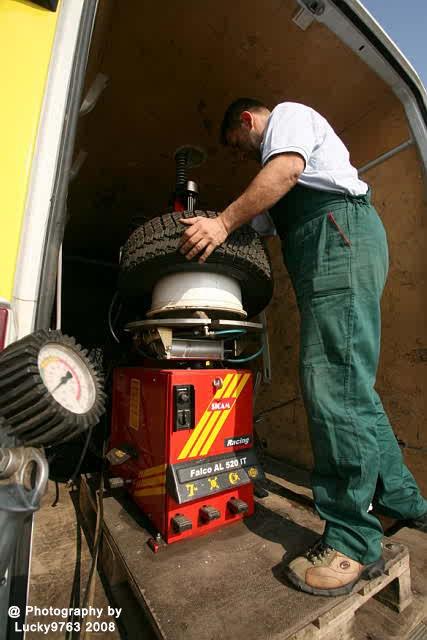 Setting up tyre 2008  by Attila Erdei