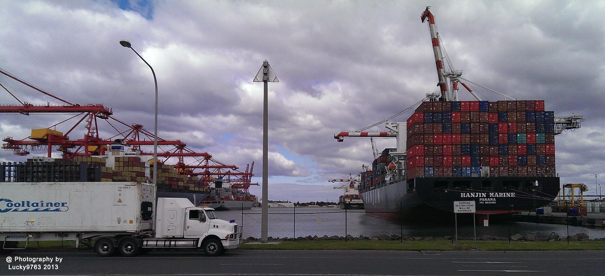 DP World dock in Melbourne 2013 by Attila Erdei