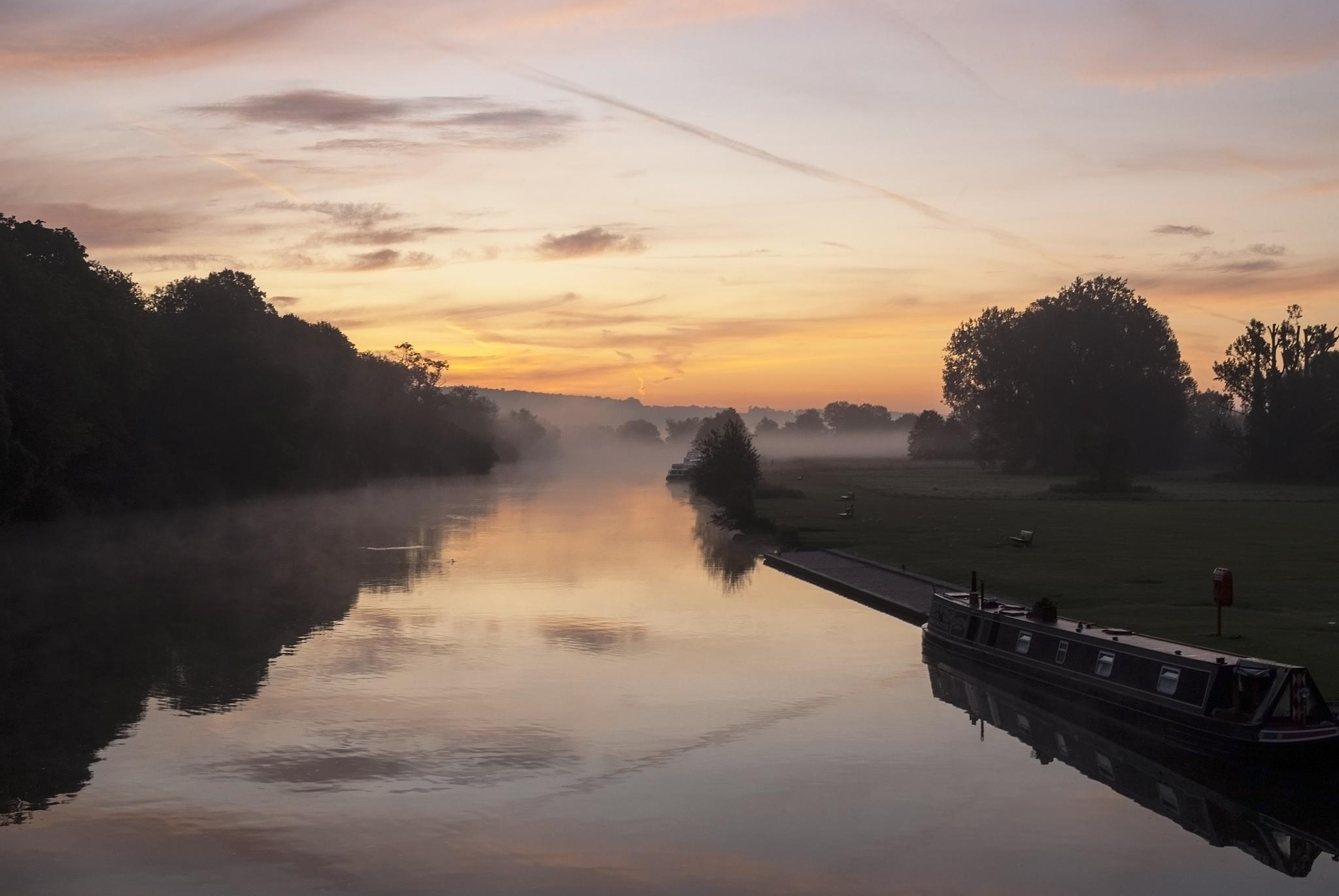 River Thames at Pangbourne Meadows by Jim Hellier