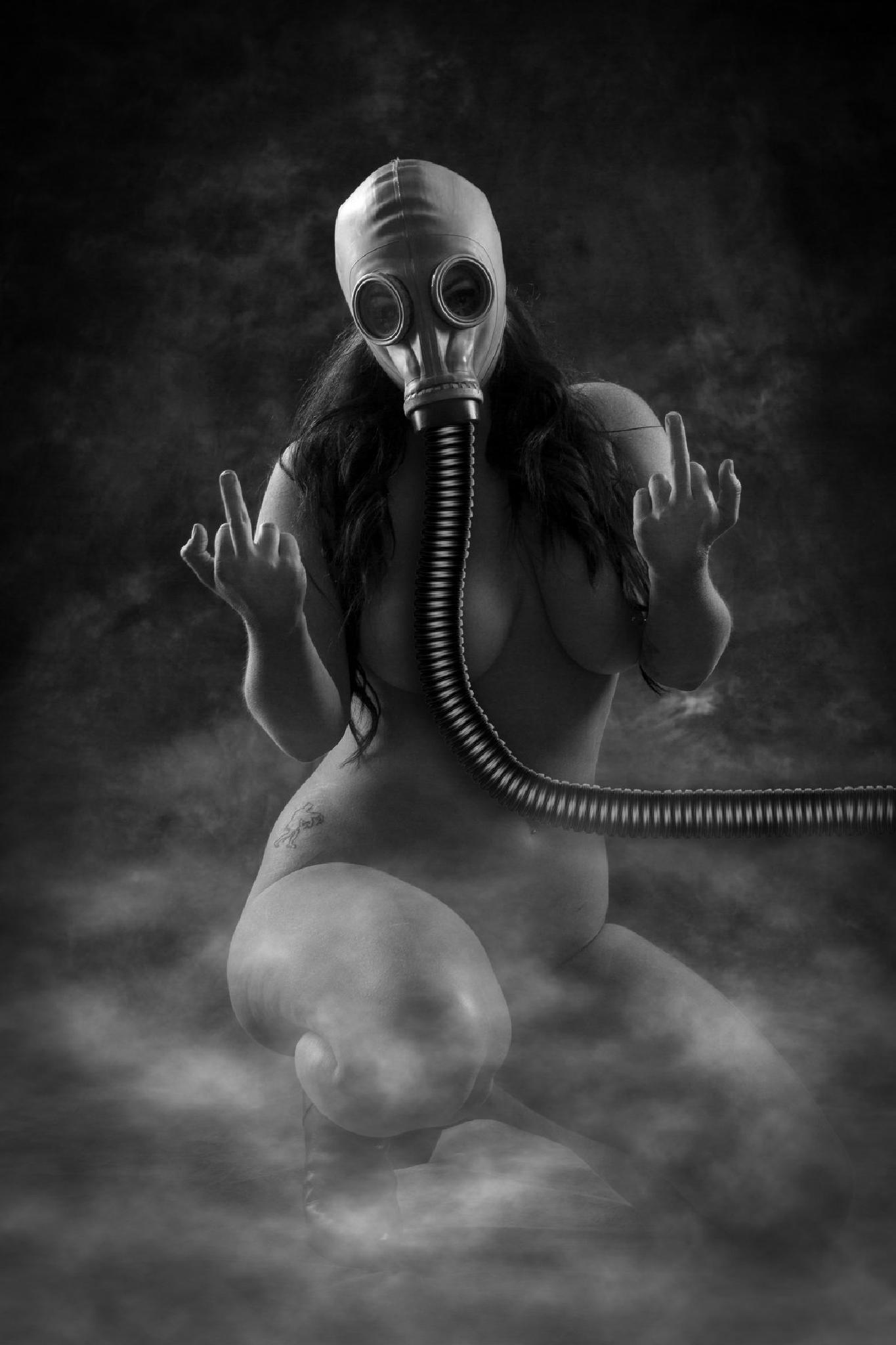 Gas Mask Nude by modelphotographic
