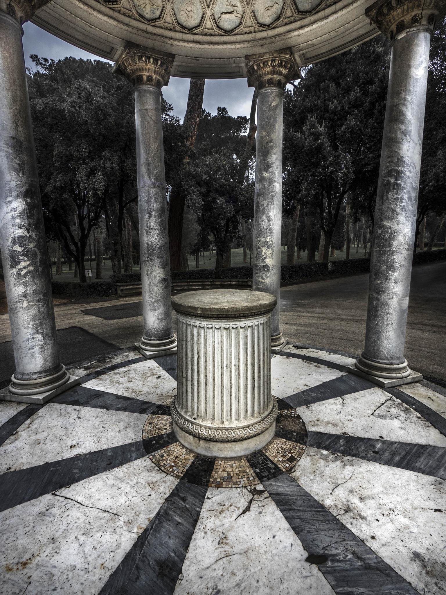 antique rotunda 2 by Erik Jaud