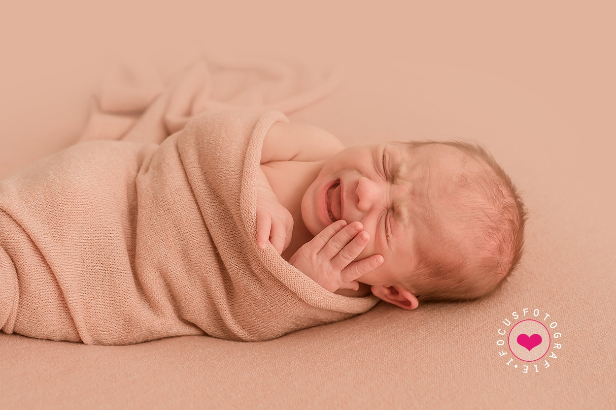 Newborn, capturing real emotions by Studio Nicky Jacobs