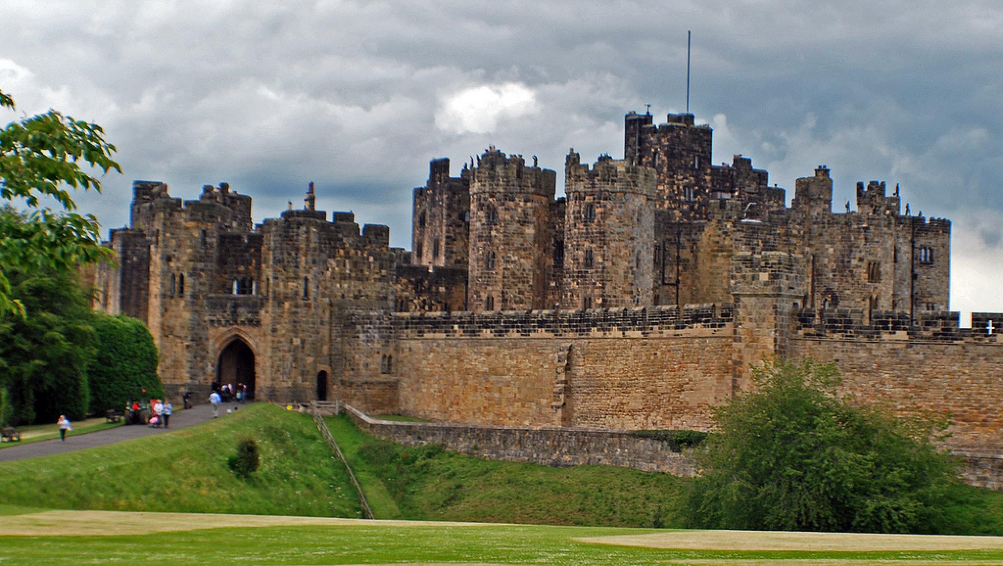 Alnwick Castle by Aligeeach