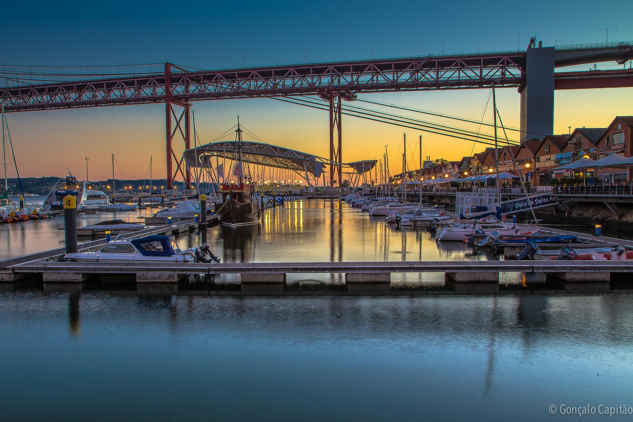 Santo Amaro dock by goncaloacapitao